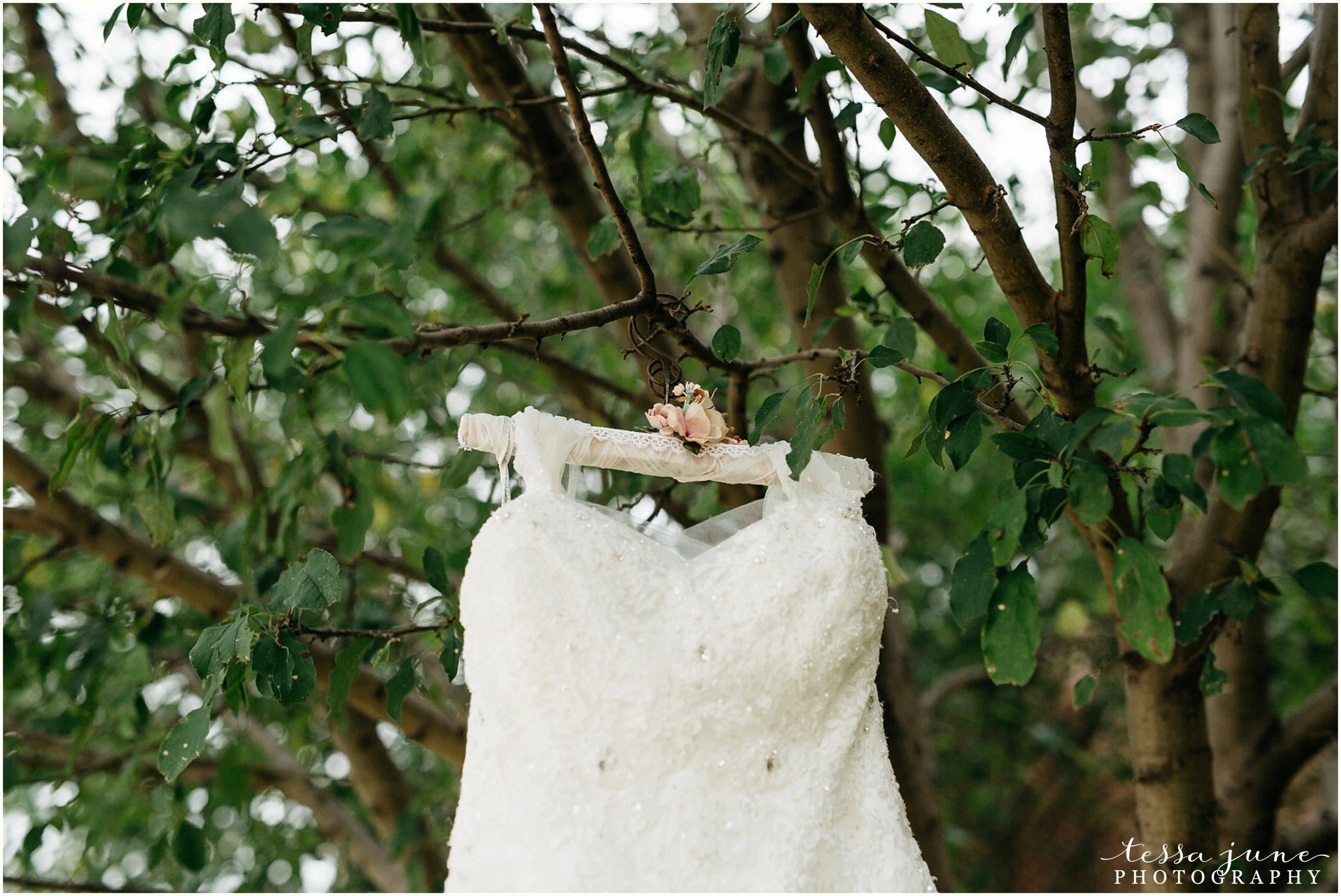 bohemian-minnesota-wedding-mismatched-bridesmaid-dresses-waterfall-st-cloud-tessa-june-photography-1.jpg