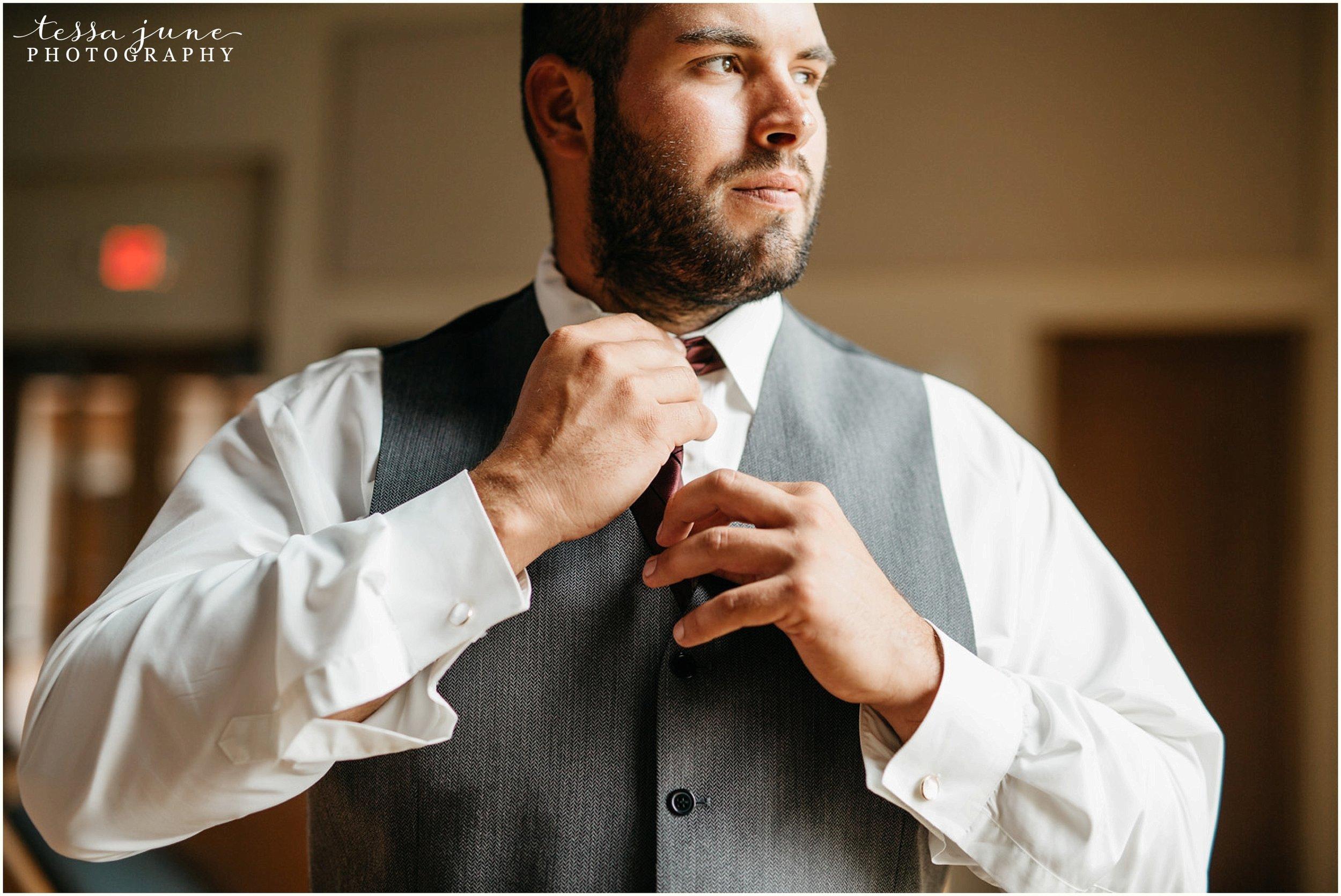 bohemian-minnesota-wedding-mismatched-bridesmaid-dresses-waterfall-st-cloud-tessa-june-photography-10.jpg