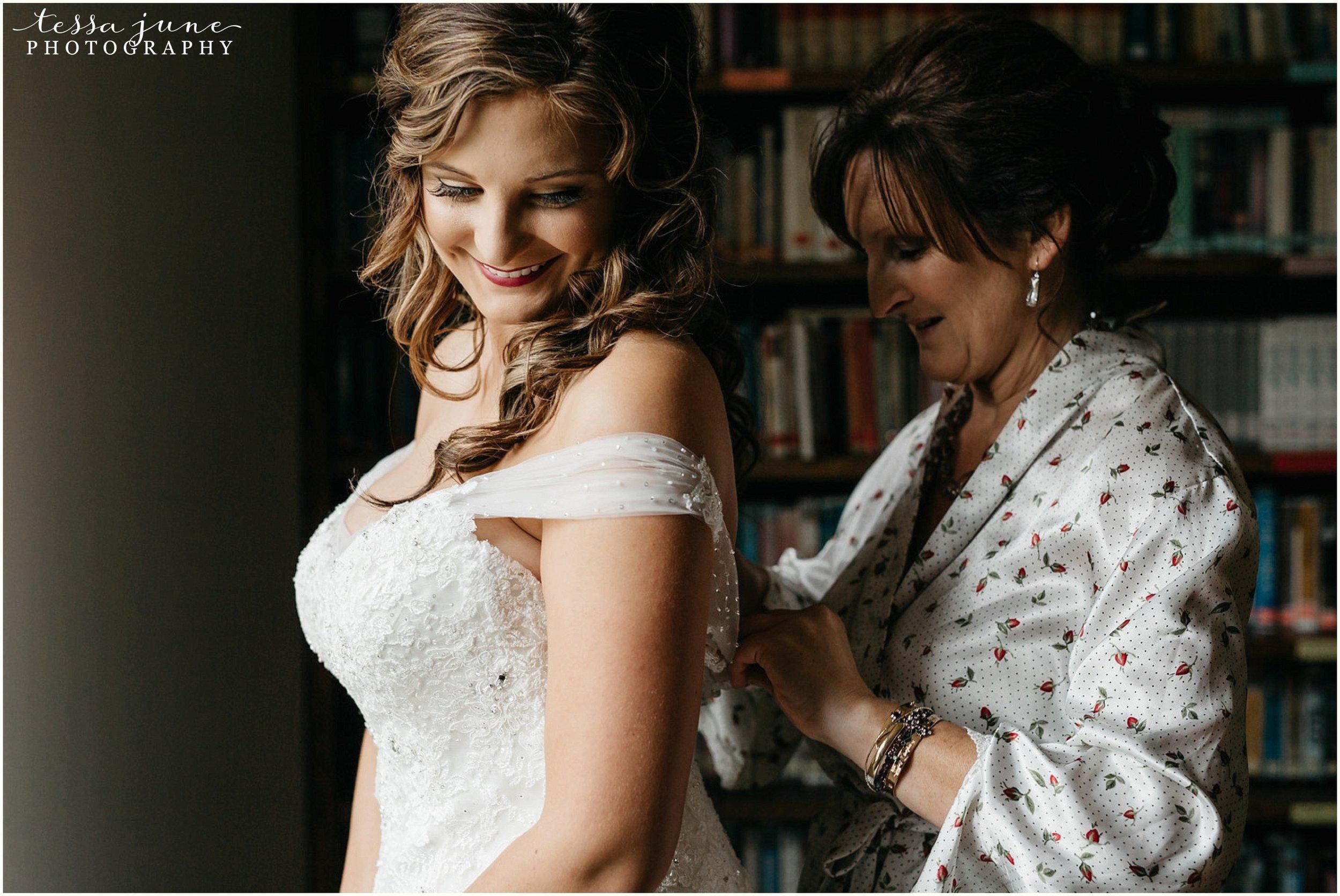 bohemian-minnesota-wedding-mismatched-bridesmaid-dresses-waterfall-st-cloud-tessa-june-photography-26.jpg