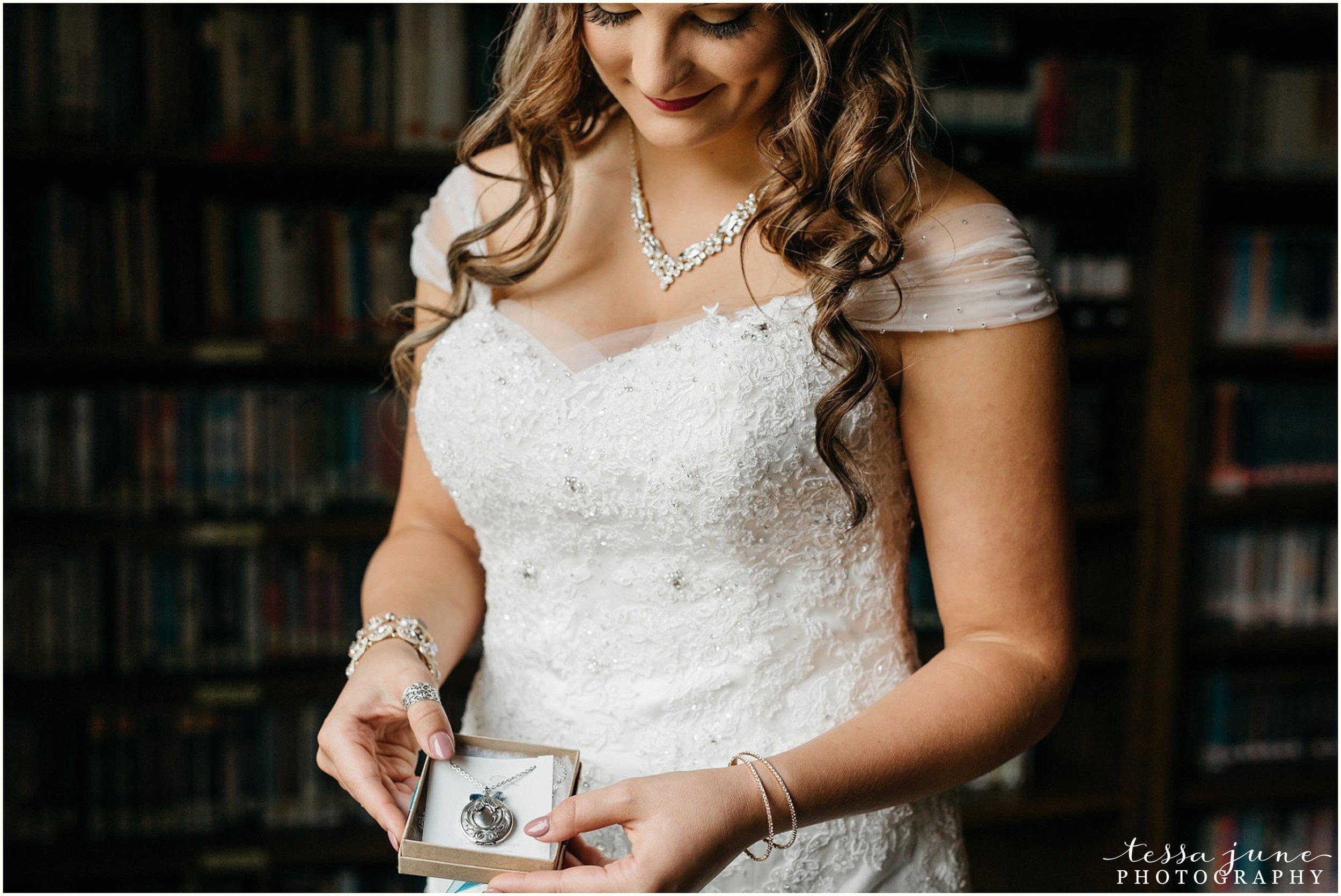 bohemian-minnesota-wedding-mismatched-bridesmaid-dresses-waterfall-st-cloud-tessa-june-photography-32.jpg