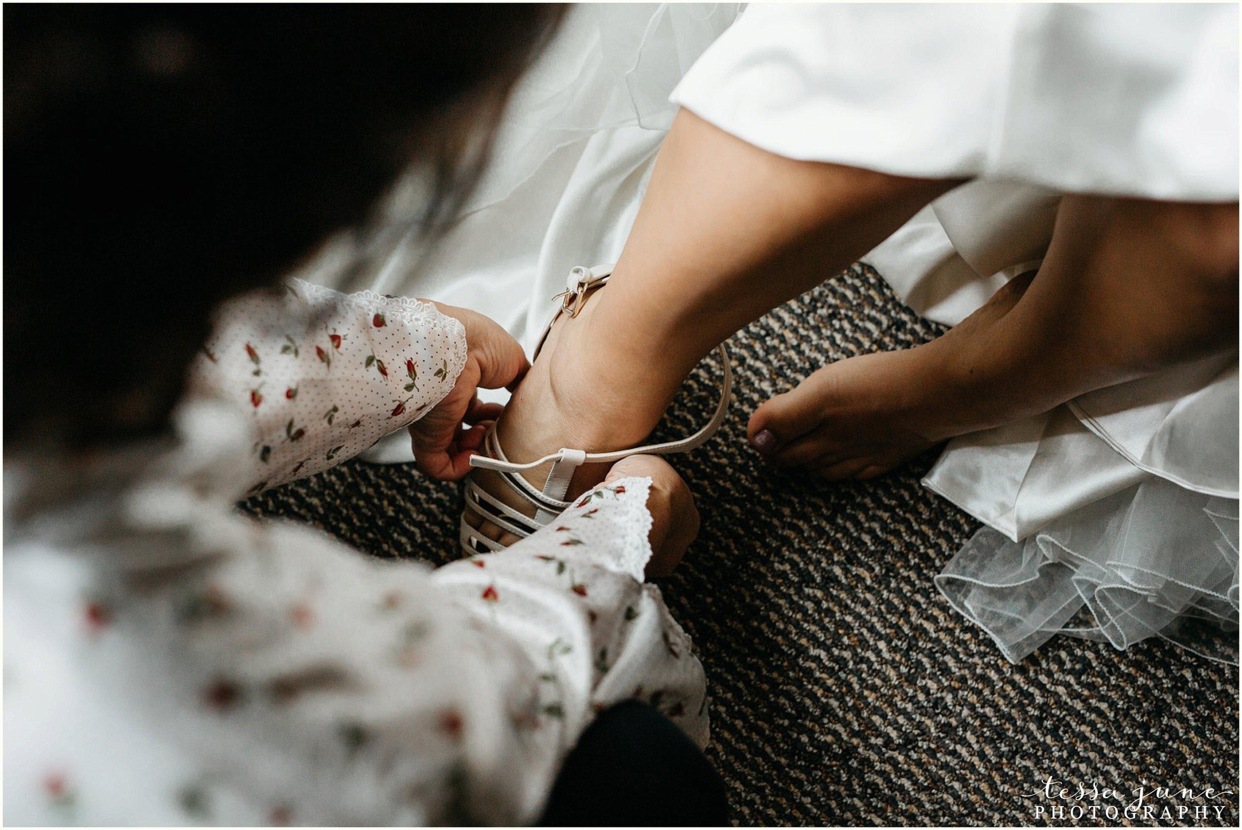 bohemian-minnesota-wedding-mismatched-bridesmaid-dresses-waterfall-st-cloud-tessa-june-photography-31.jpg