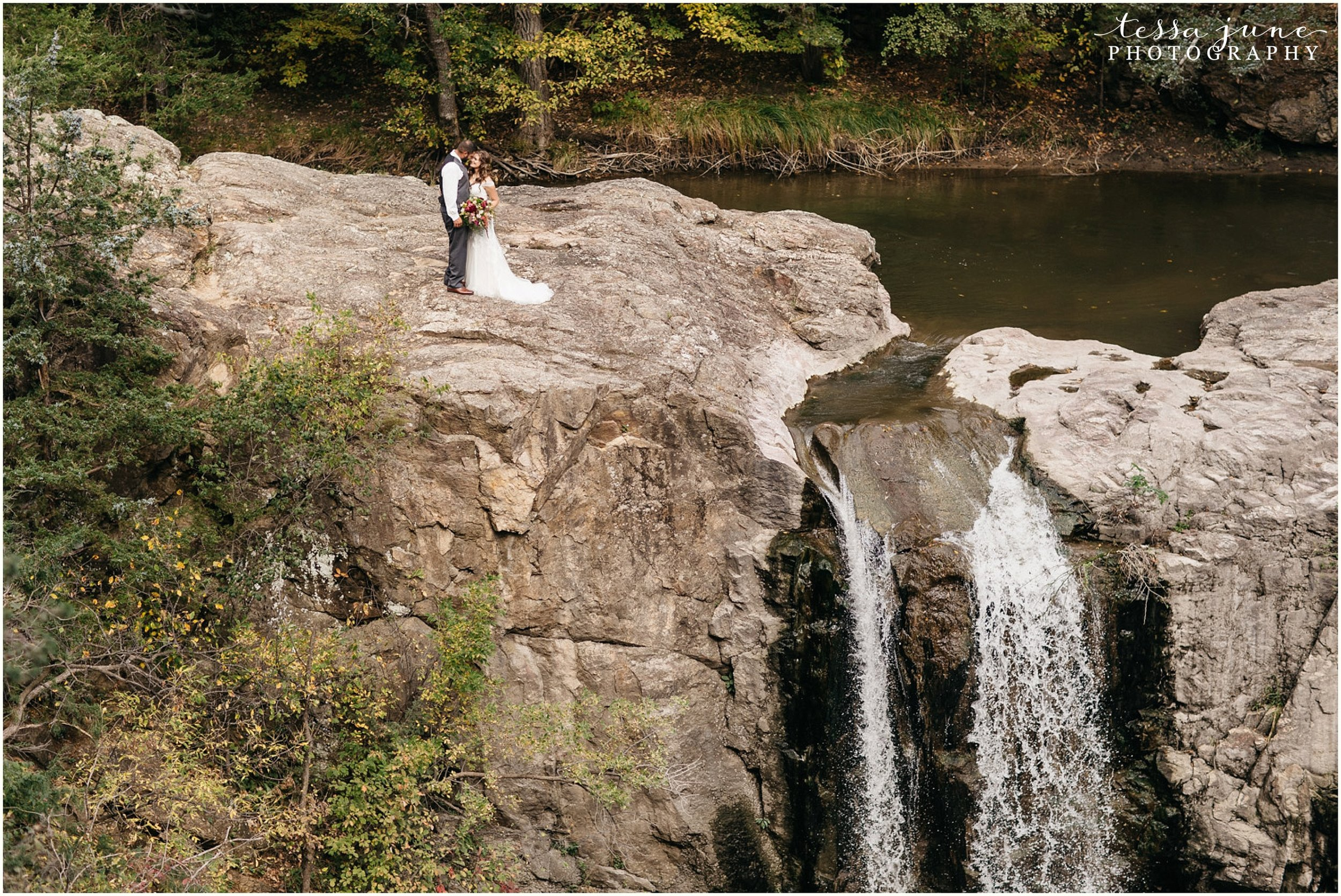 bohemian-minnesota-wedding-mismatched-bridesmaid-dresses-waterfall-st-cloud-tessa-june-photography-57.jpg