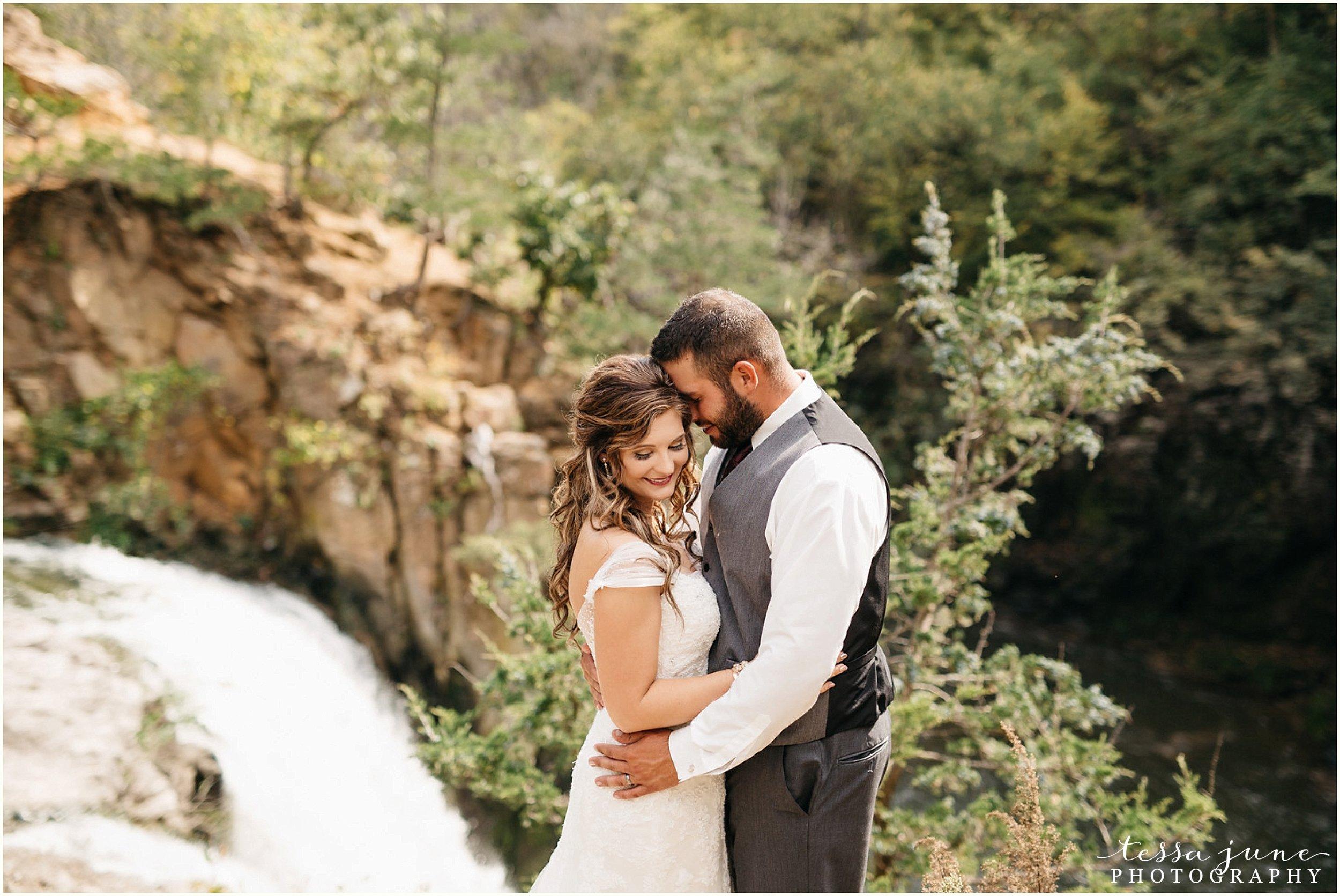 bohemian-minnesota-wedding-mismatched-bridesmaid-dresses-waterfall-st-cloud-tessa-june-photography-55.jpg
