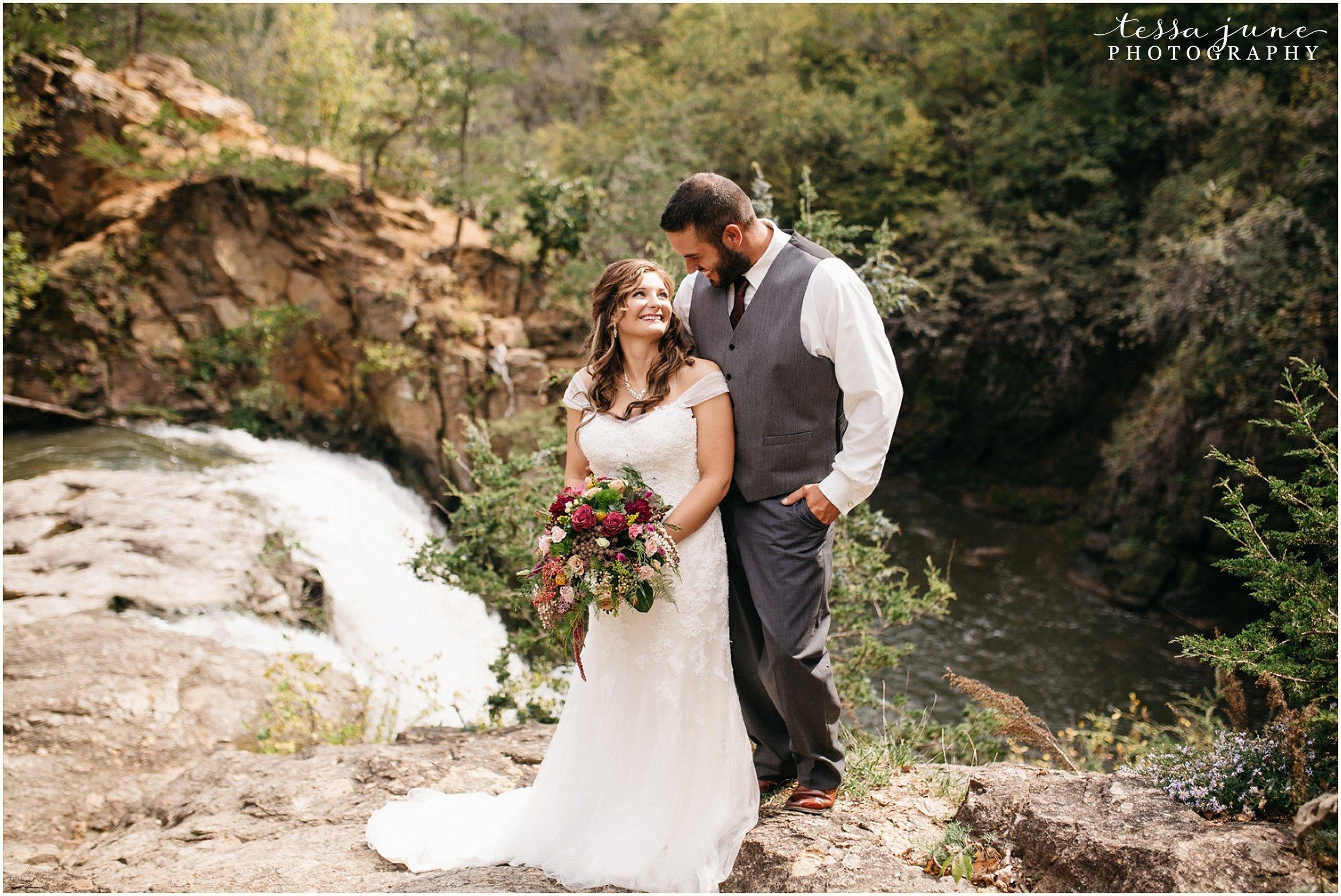 bohemian-minnesota-wedding-mismatched-bridesmaid-dresses-waterfall-st-cloud-tessa-june-photography-59.jpg