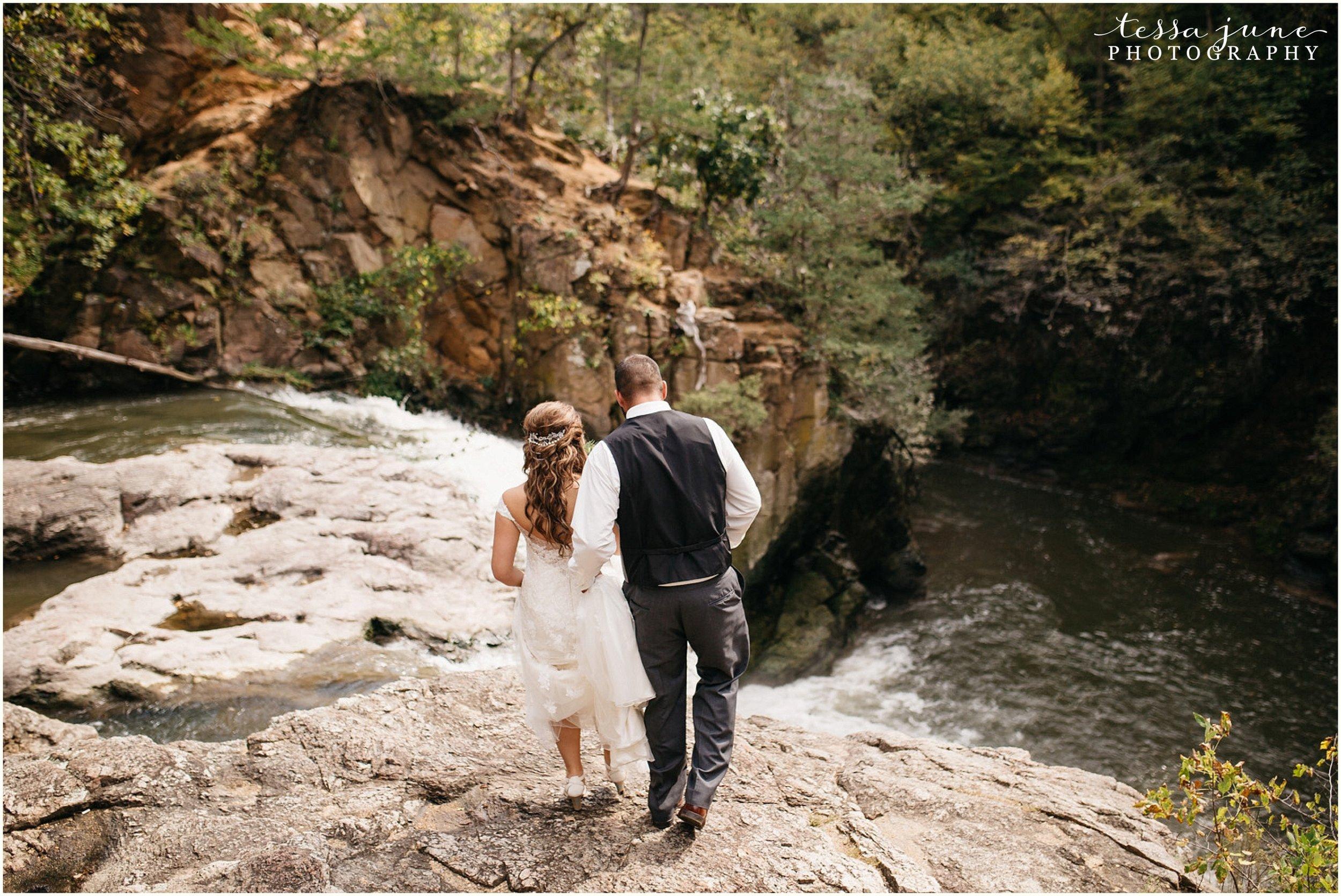 bohemian-minnesota-wedding-mismatched-bridesmaid-dresses-waterfall-st-cloud-tessa-june-photography-60.jpg