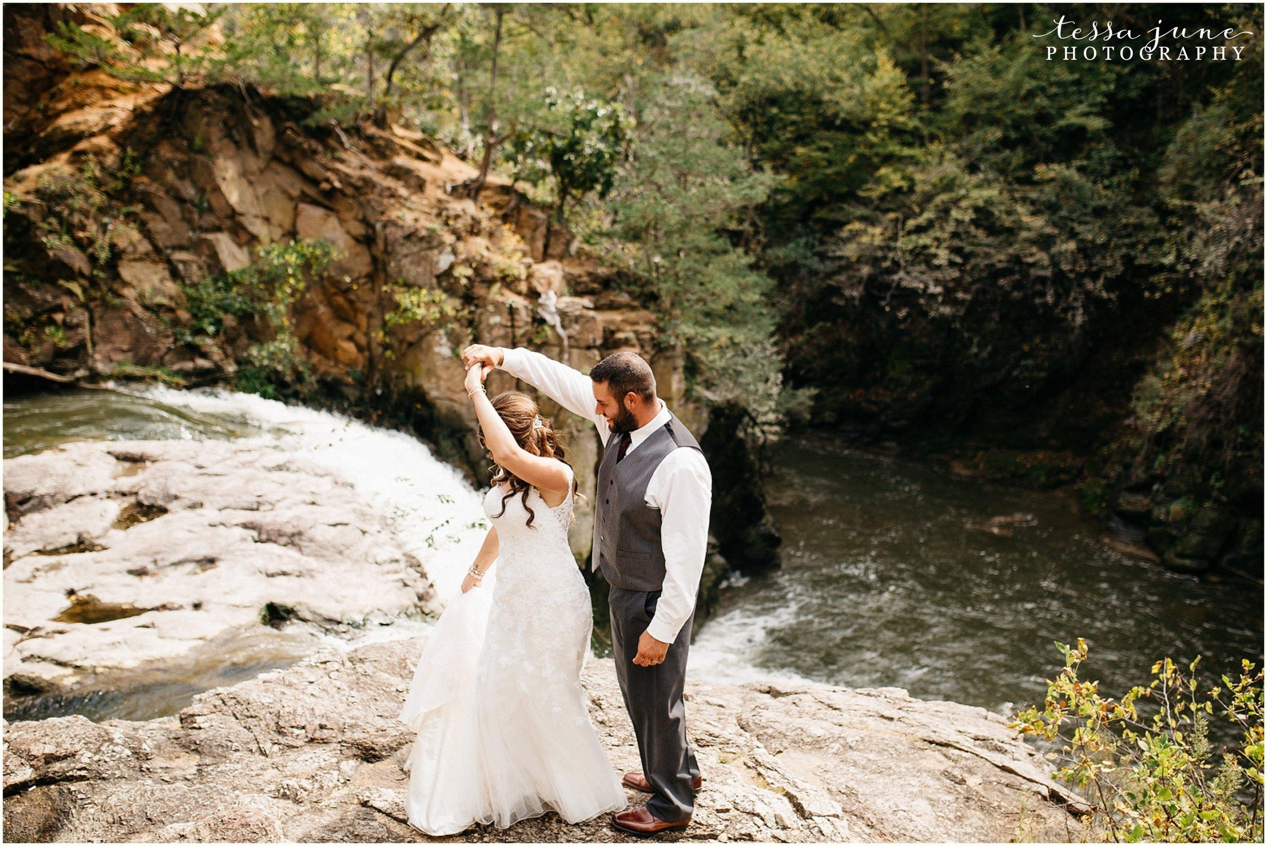 bohemian-minnesota-wedding-mismatched-bridesmaid-dresses-waterfall-st-cloud-tessa-june-photography-63.jpg