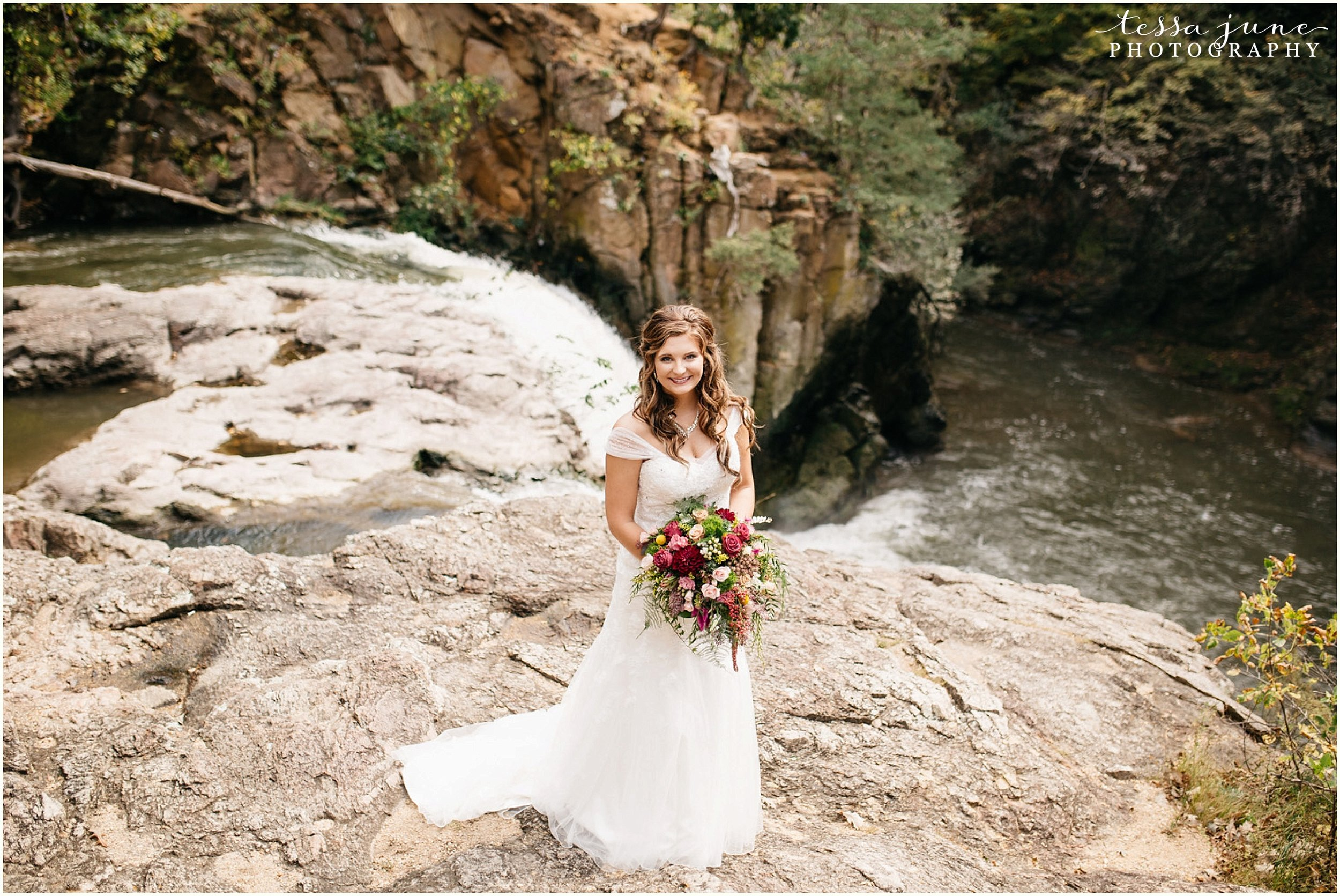 bohemian-minnesota-wedding-mismatched-bridesmaid-dresses-waterfall-st-cloud-tessa-june-photography-65.jpg