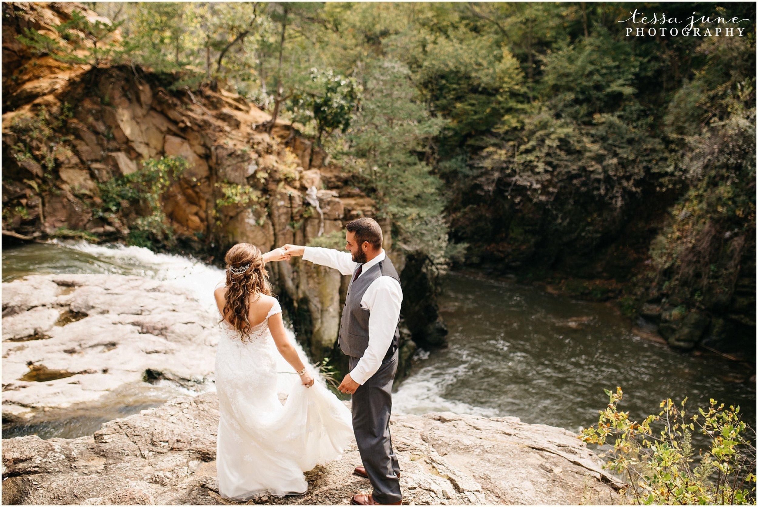 bohemian-minnesota-wedding-mismatched-bridesmaid-dresses-waterfall-st-cloud-tessa-june-photography-64.jpg