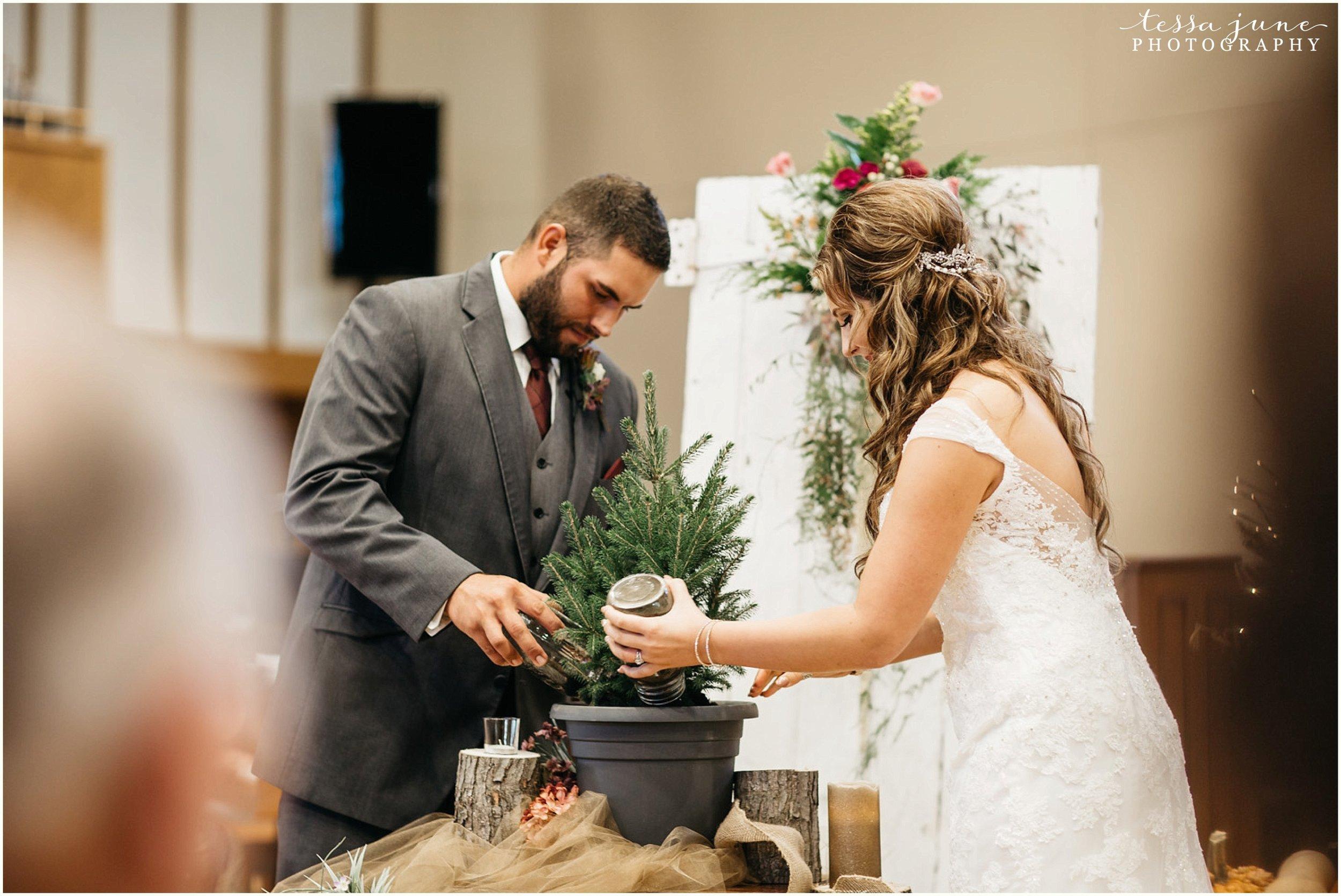 bohemian-minnesota-wedding-mismatched-bridesmaid-dresses-waterfall-st-cloud-tessa-june-photography-114.jpg