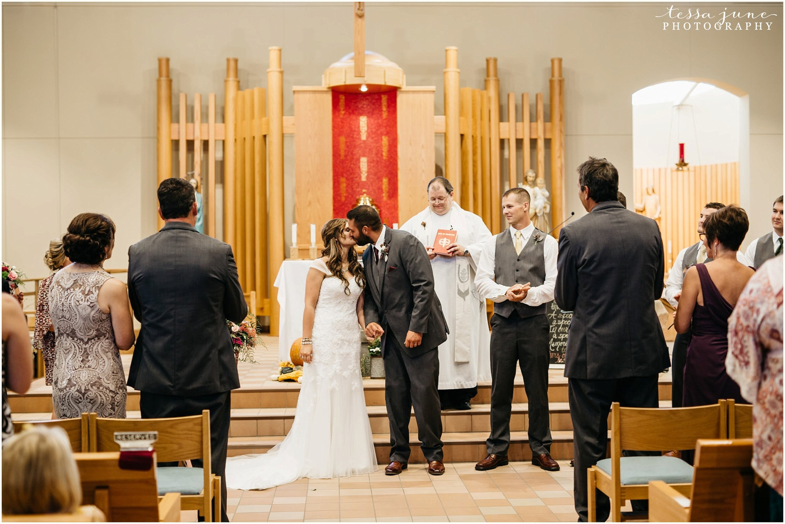 bohemian-minnesota-wedding-mismatched-bridesmaid-dresses-waterfall-st-cloud-tessa-june-photography-116.jpg
