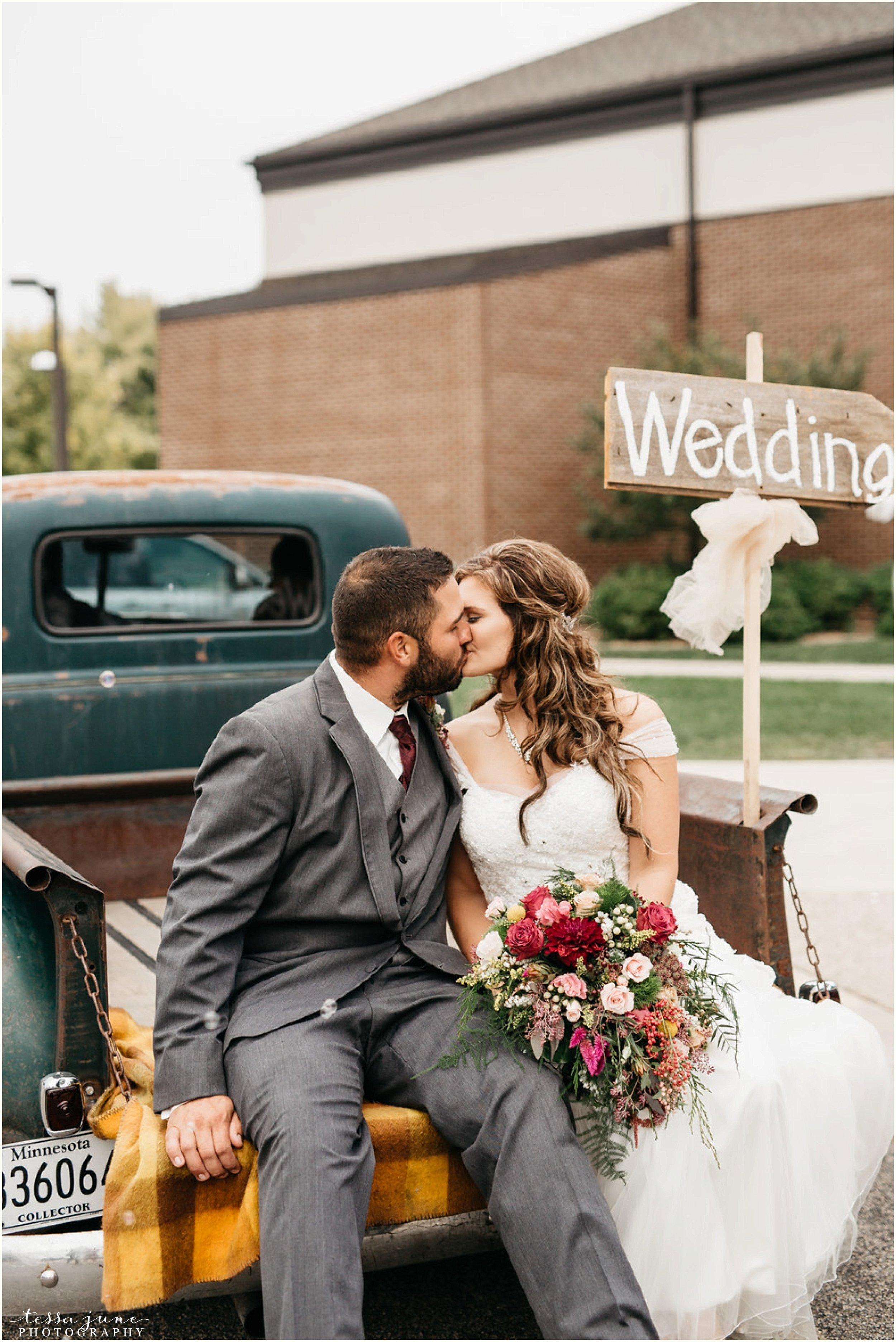 bohemian-minnesota-wedding-mismatched-bridesmaid-dresses-waterfall-st-cloud-tessa-june-photography-123.jpg