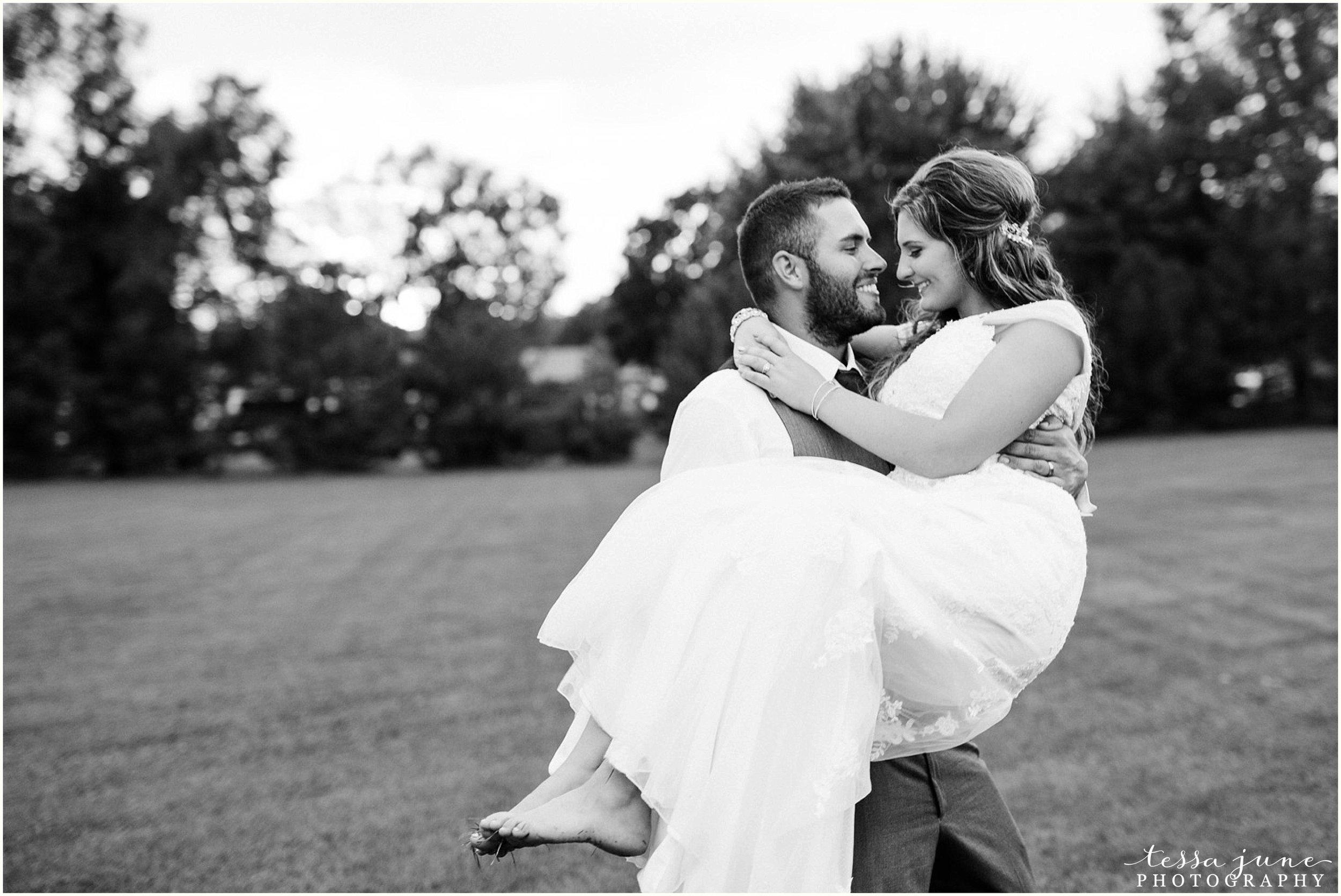 bohemian-minnesota-wedding-mismatched-bridesmaid-dresses-waterfall-st-cloud-tessa-june-photography-180.jpg