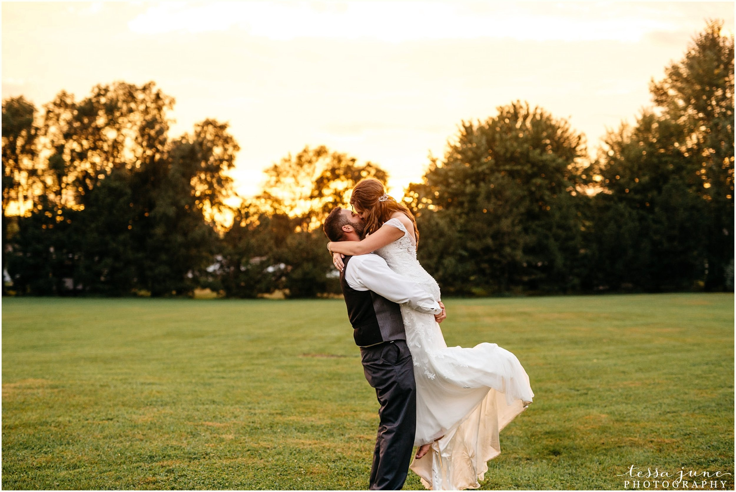 bohemian-minnesota-wedding-mismatched-bridesmaid-dresses-waterfall-st-cloud-tessa-june-photography-189.jpg