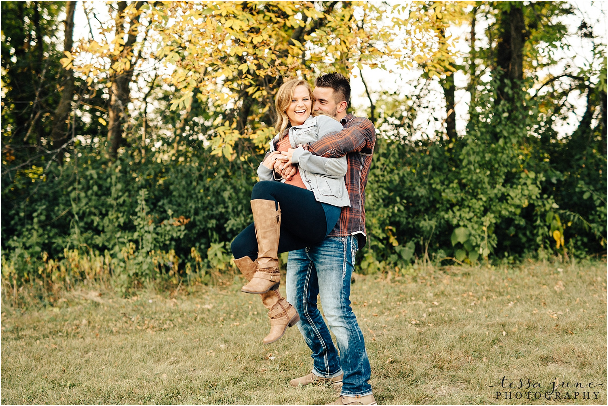 st-cloud-wedding-photographer-colorful-fall-engagement-session