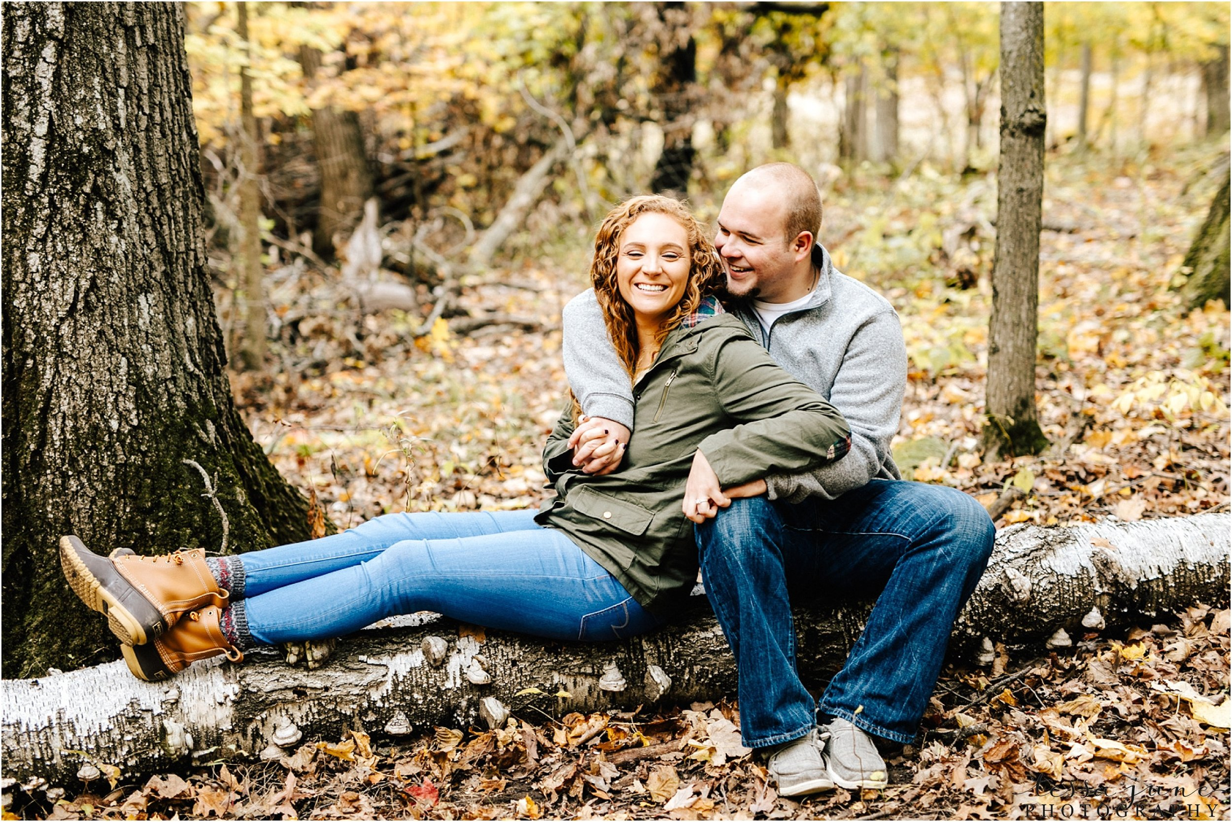 st-cloud-wedding-photographer-lake-maria-engagement-in-the-fall-in-the-woods