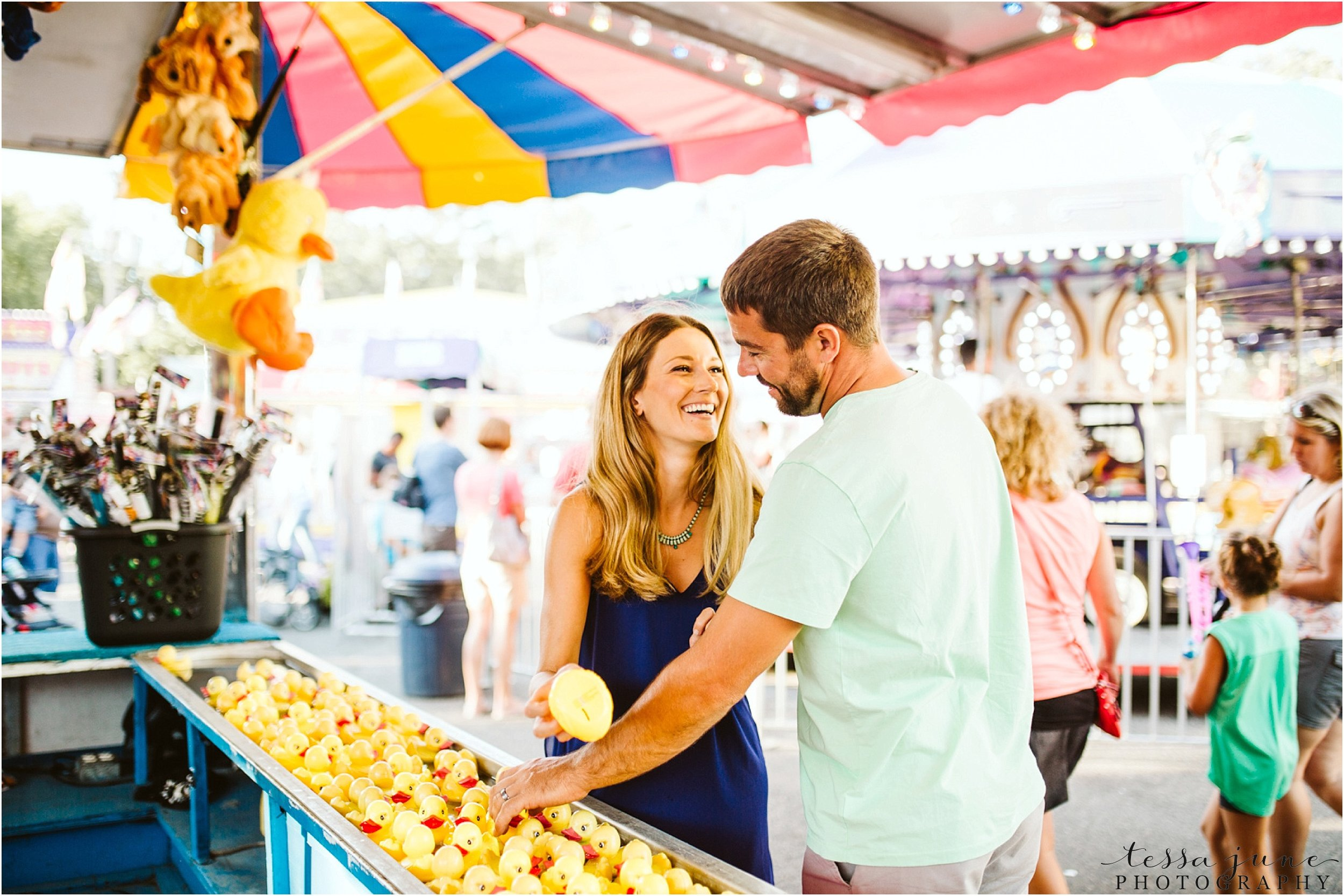 county-fair-engagement-session-in-minnesota-st-cloud-photographer-carnival-games