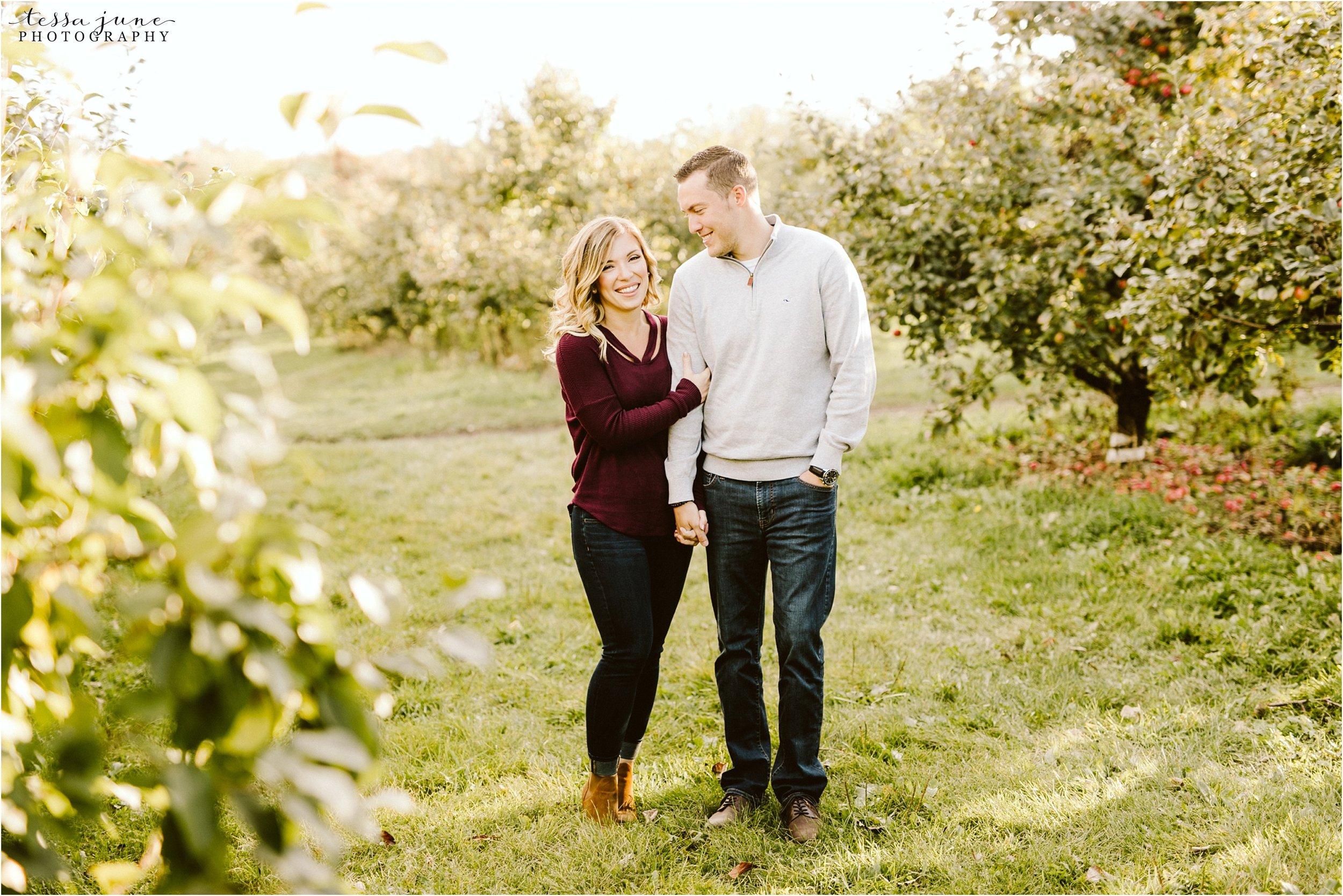 st-cloud-engagement-photographer-apple-orchard