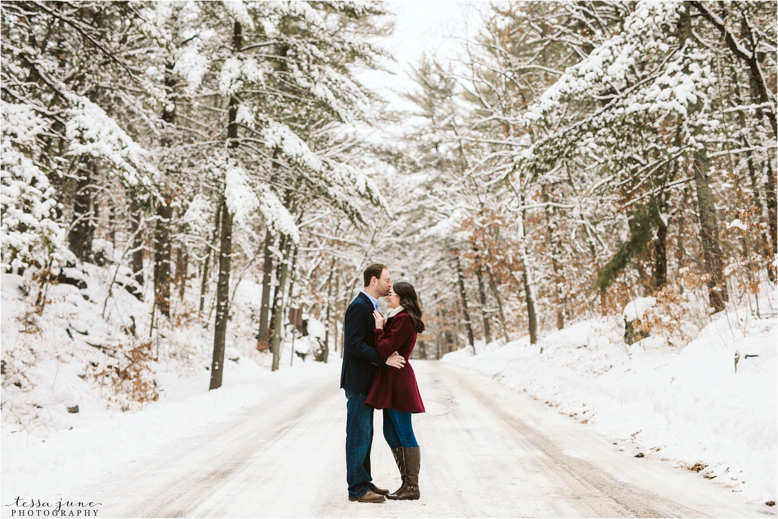 taylors-falls-winter-engagement-session-st-cloud-photographer-2.jpg