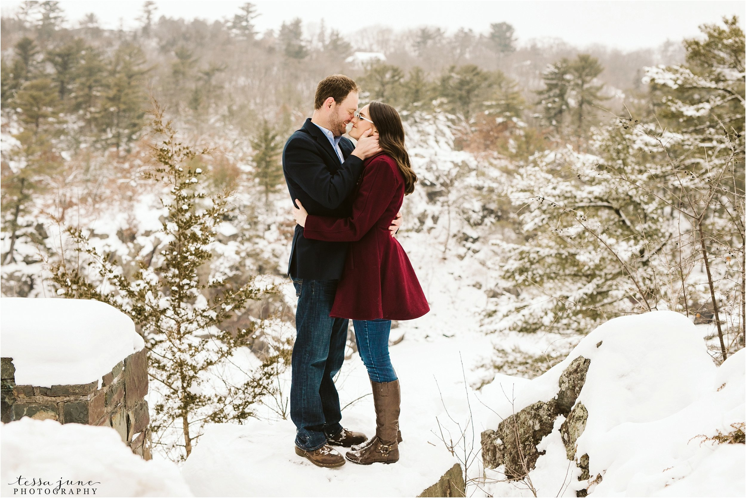 taylors-falls-winter-engagement-session-st-cloud-photographer-20.jpg