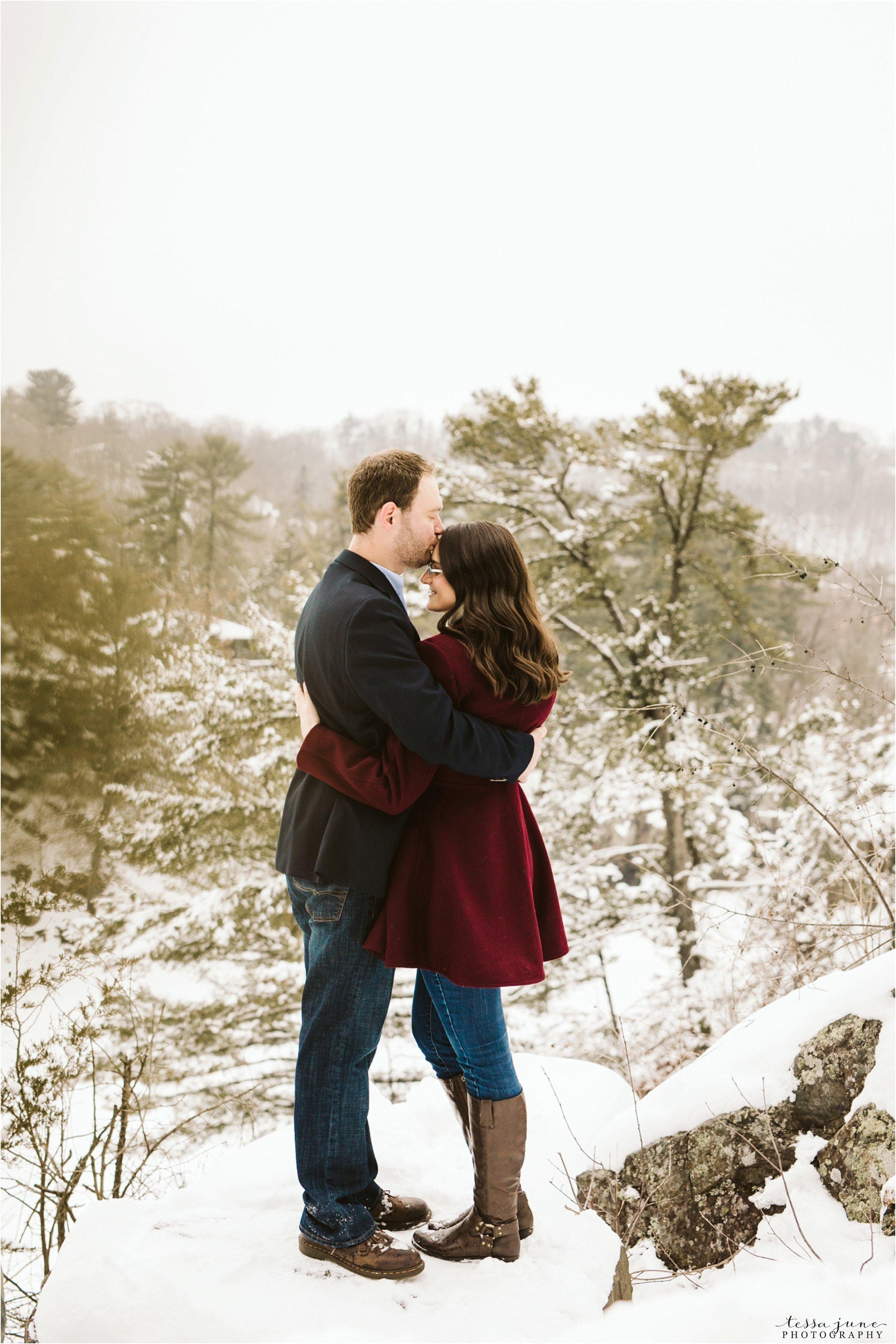 taylors-falls-winter-engagement-session-st-cloud-photographer-21.jpg