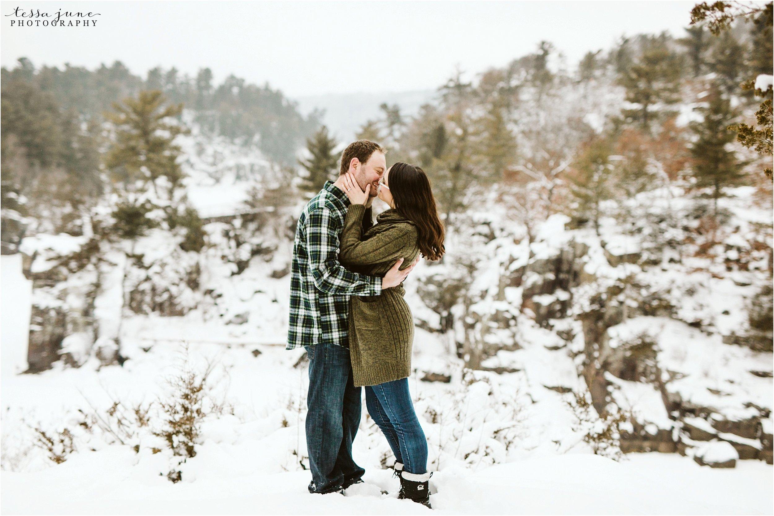 taylors-falls-winter-engagement-session-st-cloud-photographer-31.jpg