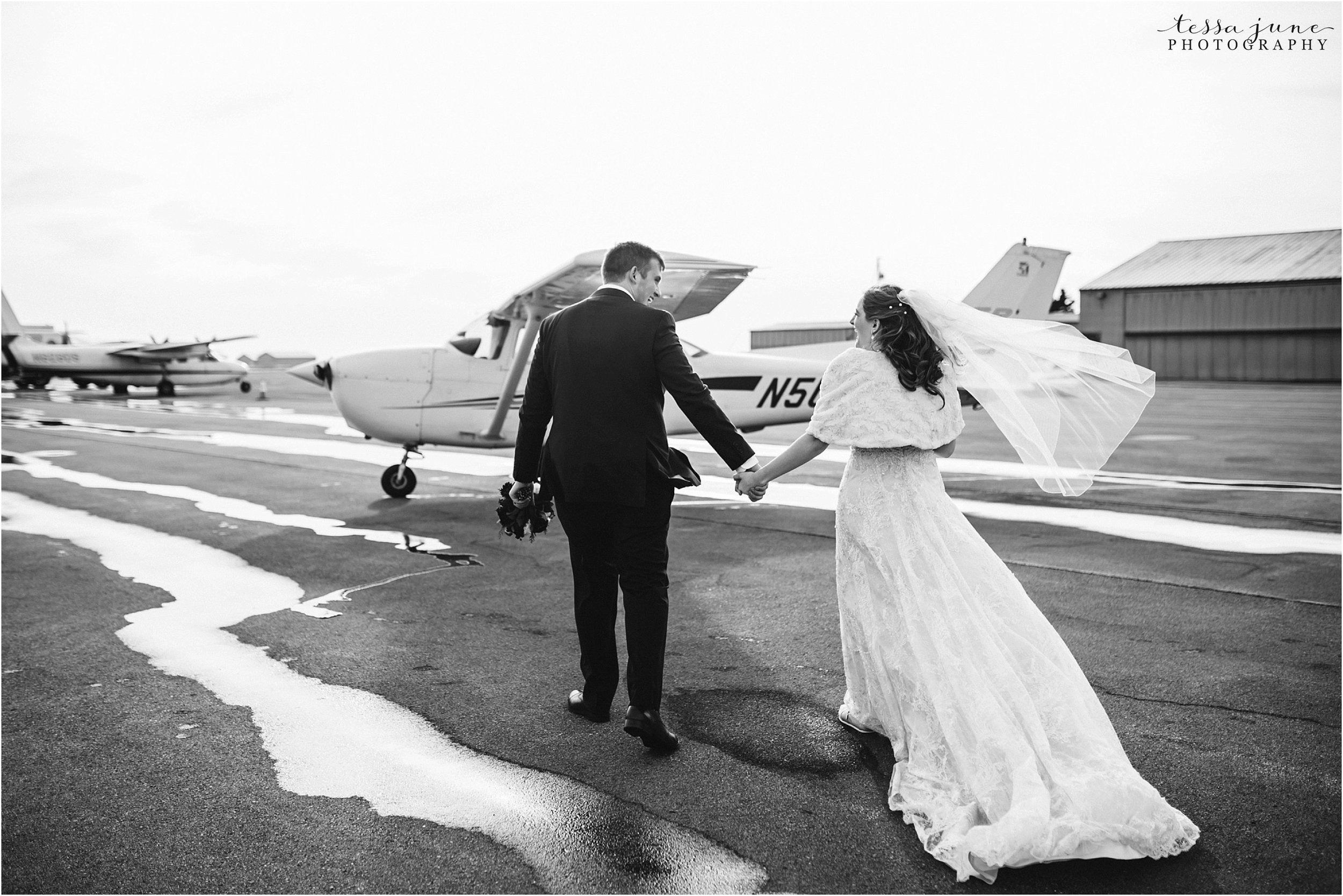 winter-wedding-in-eden-prairie-barn-minnesota-airplane-103.jpg