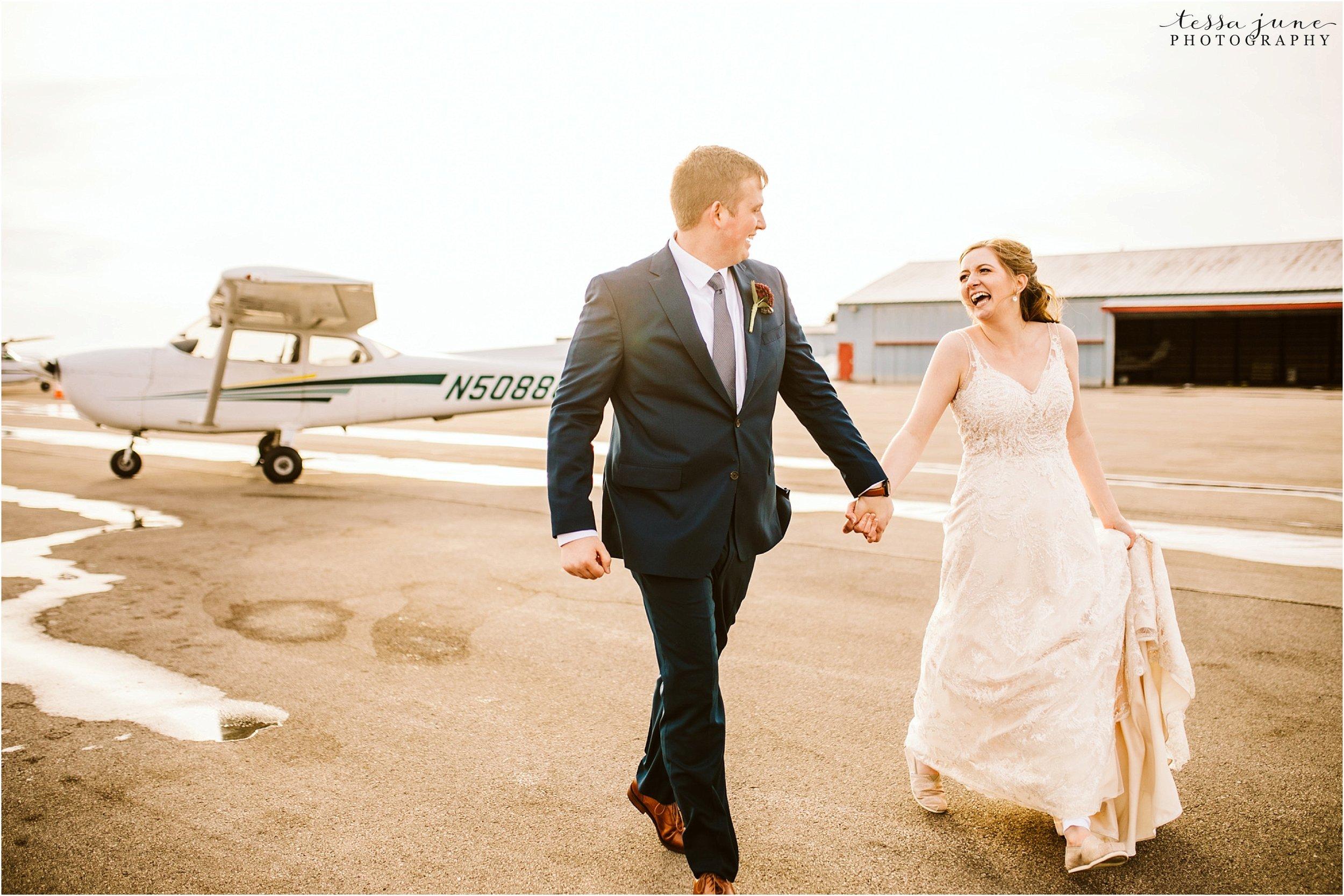 winter-wedding-in-eden-prairie-barn-minnesota-airplane-117.jpg