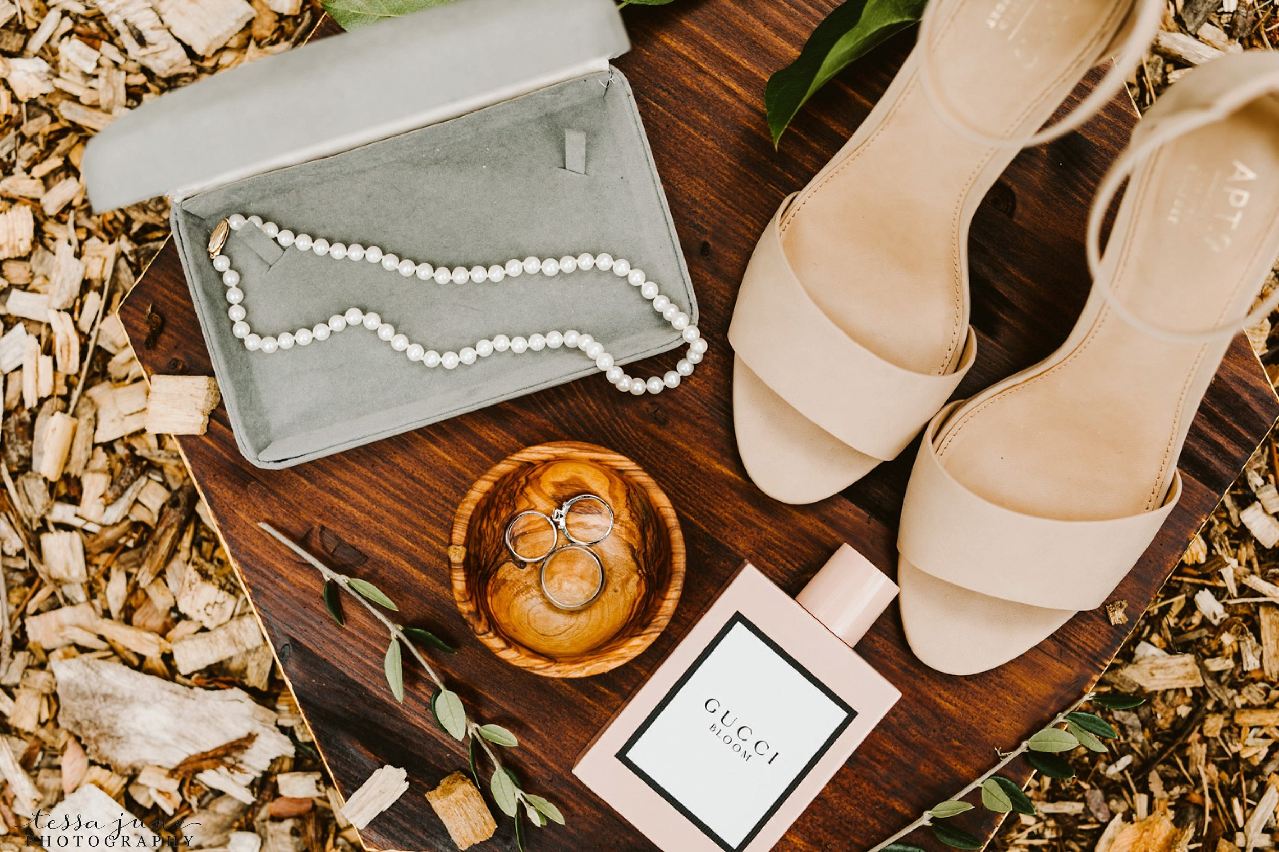 grandview-lodge-wedding-nisswa-minnesota-bride-details