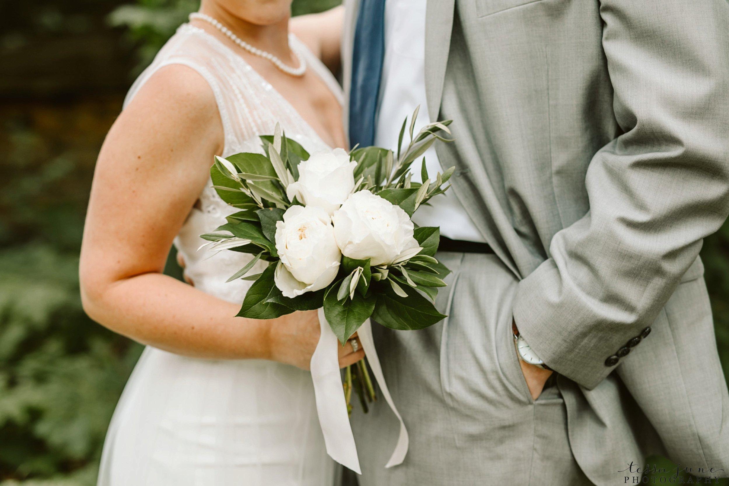 grandview-lodge-wedding-nisswa-minnesota-floral-bouquet