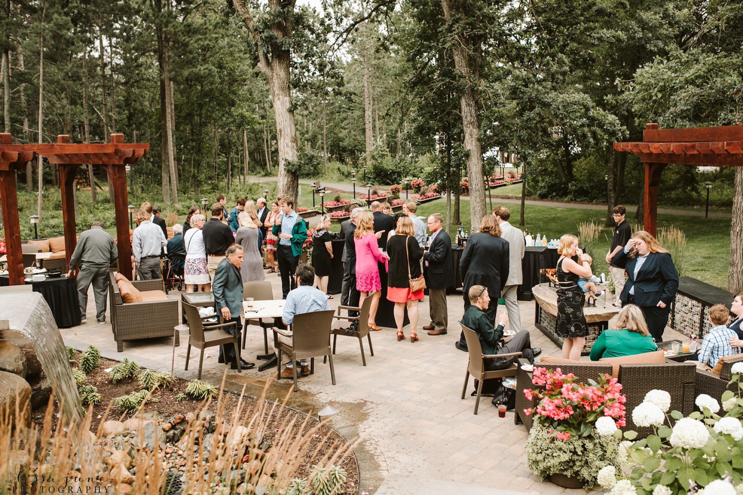 grandview-lodge-wedding-nisswa-minnesota-cocktail-hour