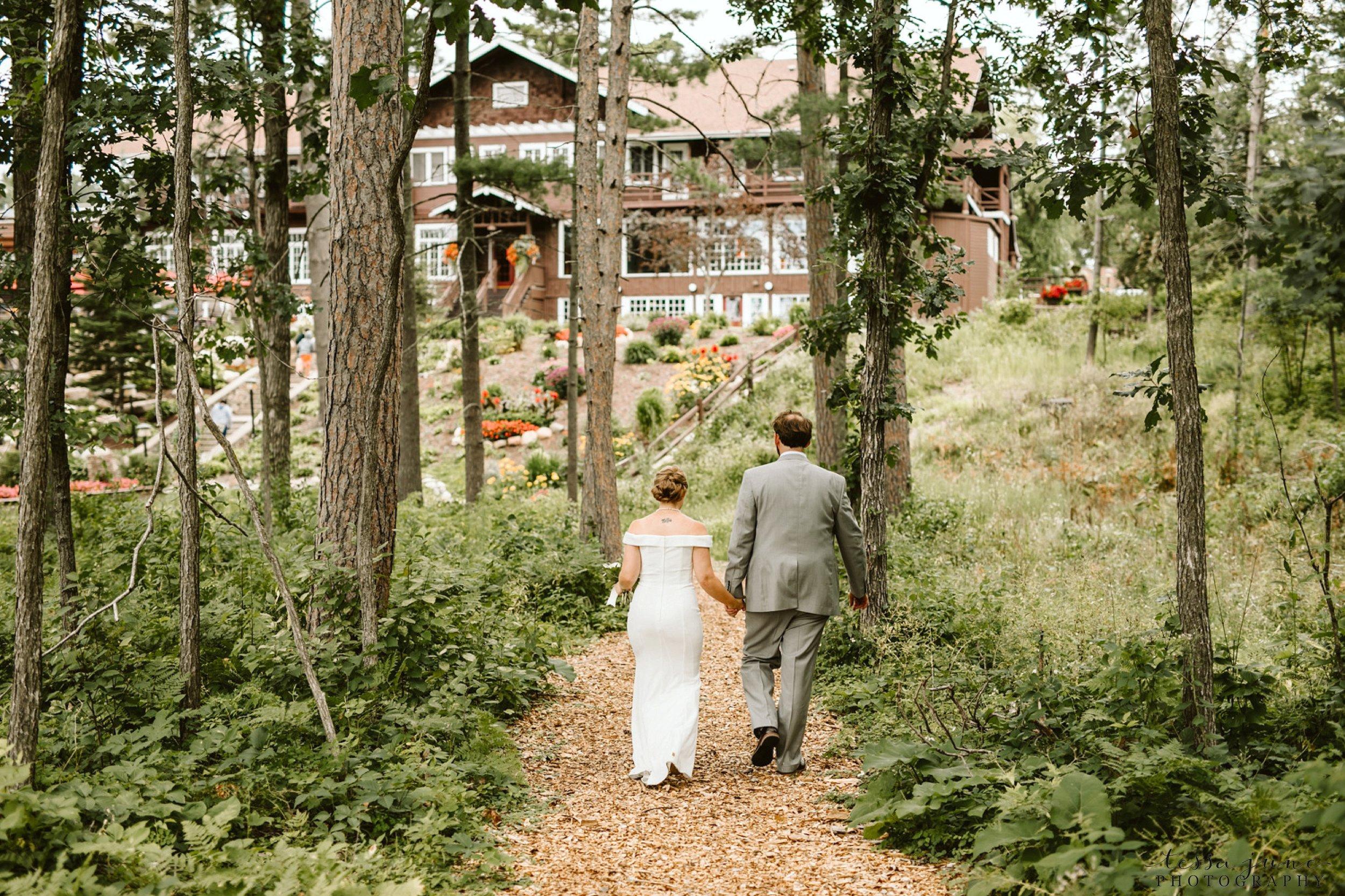 grandview-lodge-intimate-wedding-nisswa-minnesota_0089.jpg