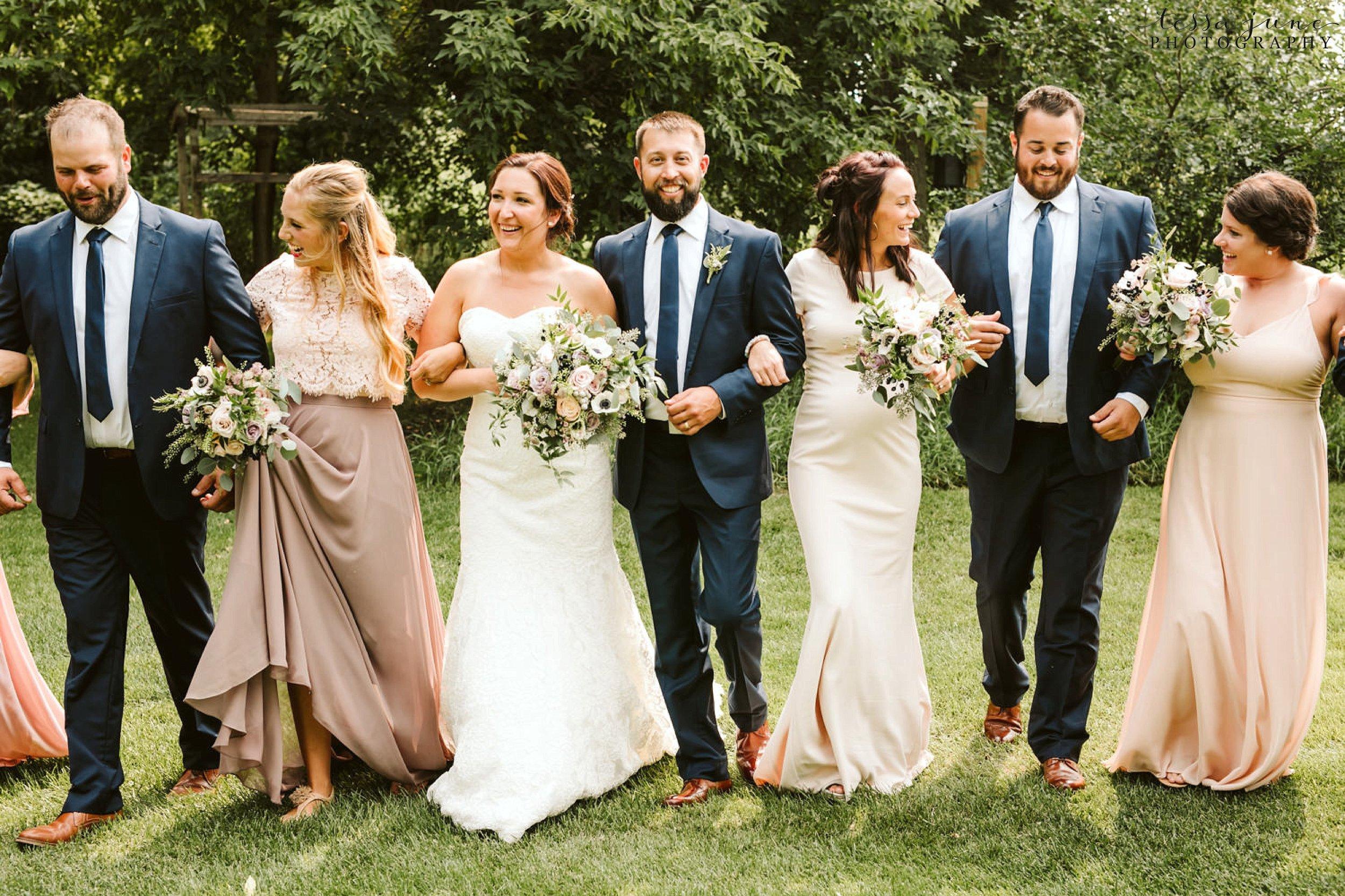 gathered-oaks-barn-wedding-alexandria-minnesota-4.jpg