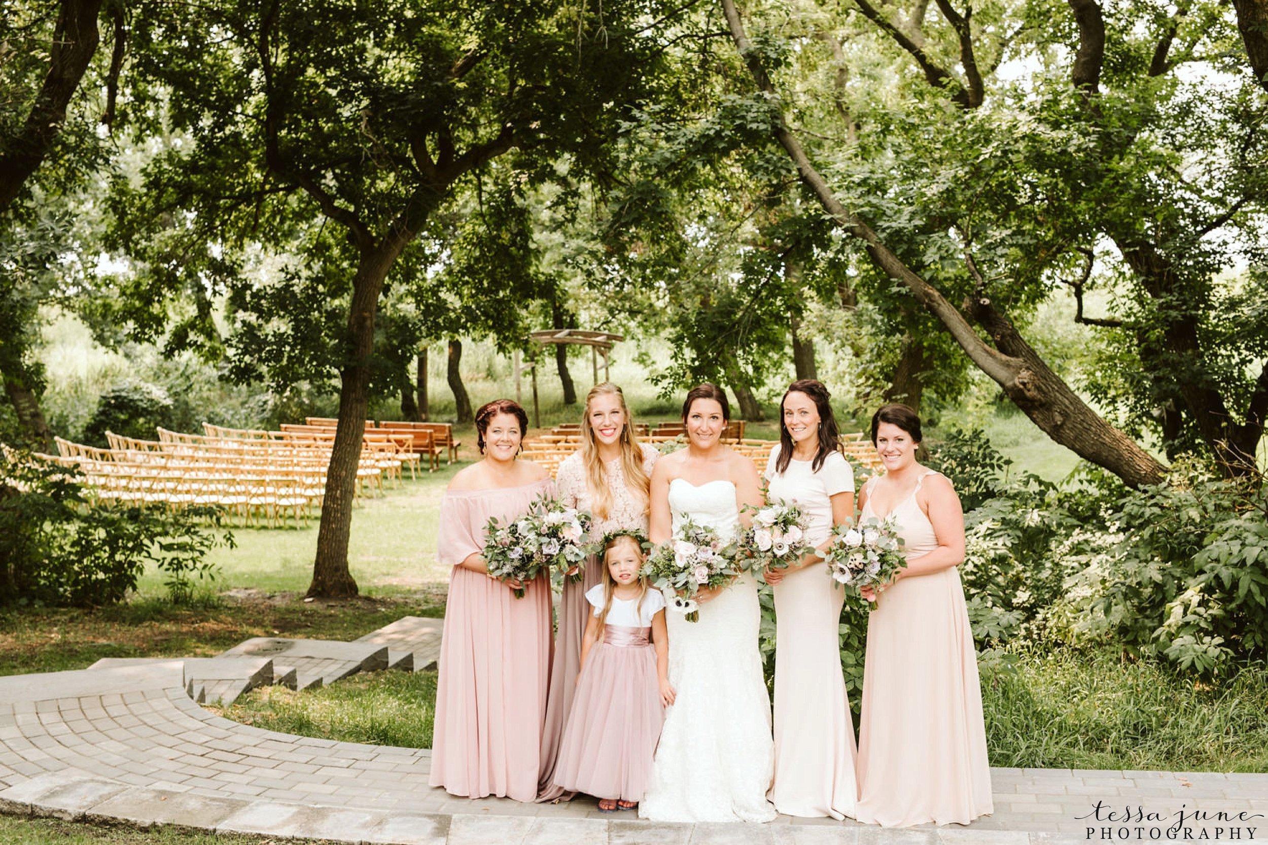 gathered-oaks-barn-wedding-alexandria-minnesota-7.jpg