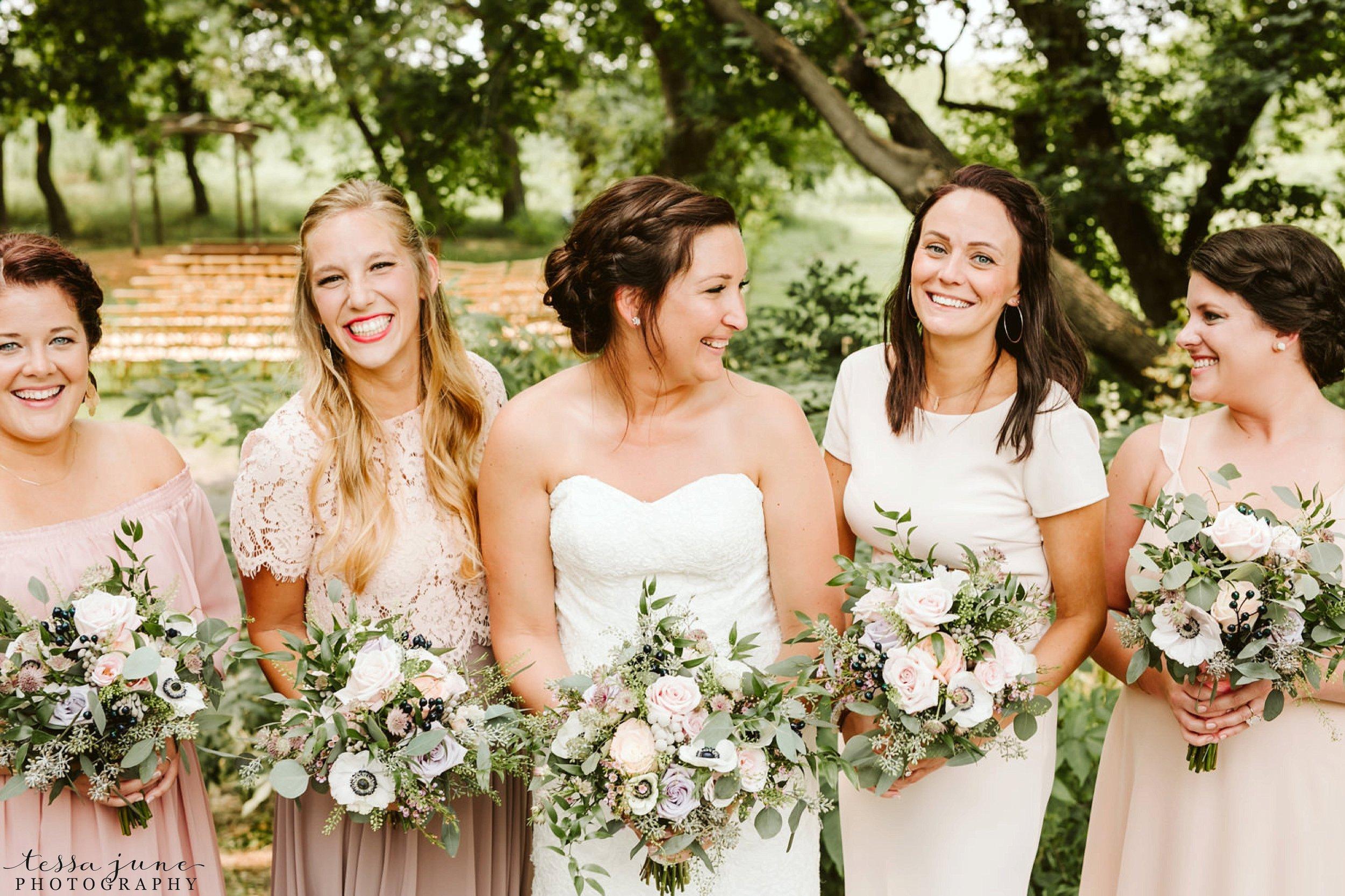 gathered-oaks-barn-wedding-alexandria-minnesota-10.jpg