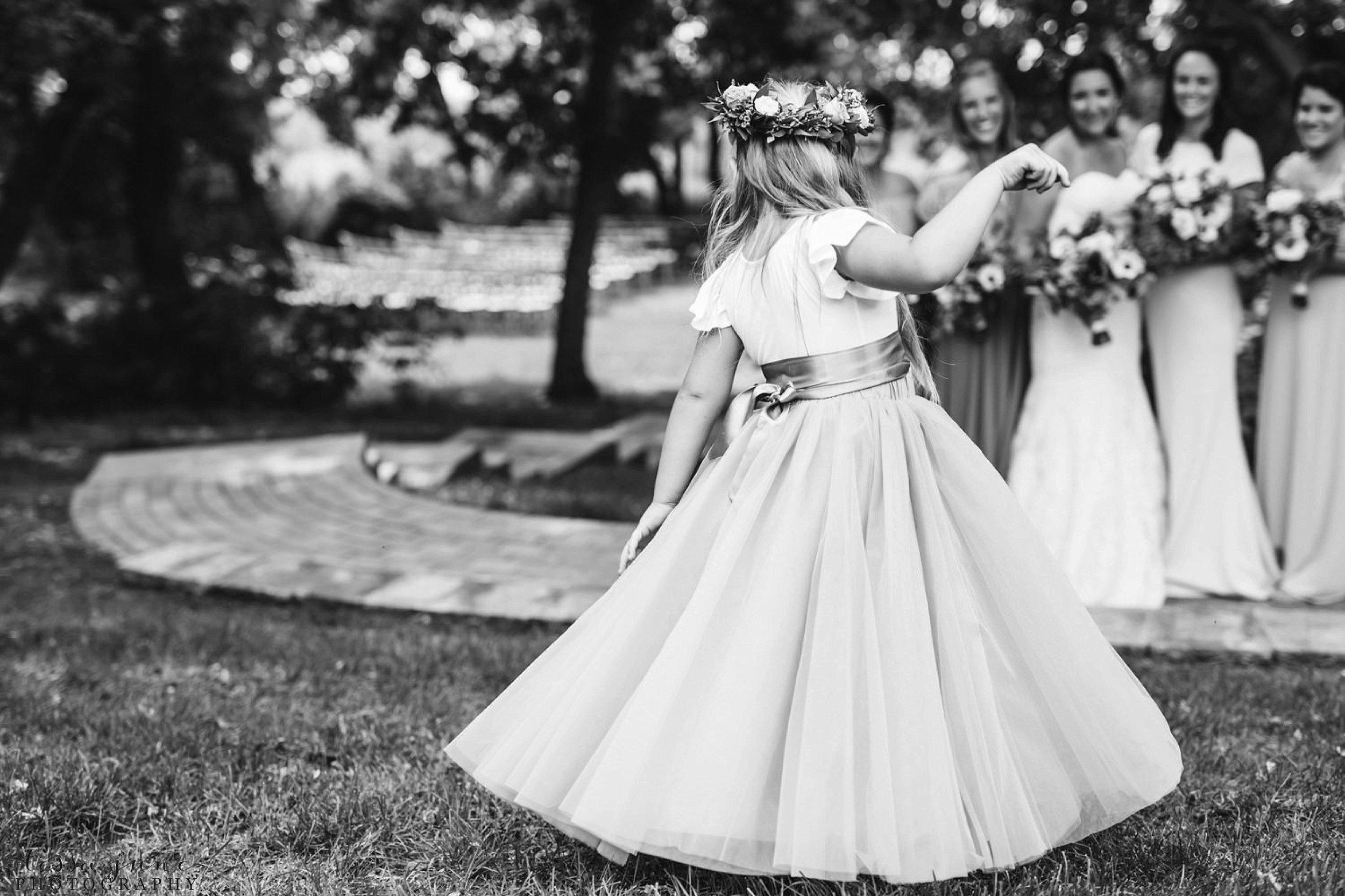gathered-oaks-barn-wedding-alexandria-minnesota-13.jpg
