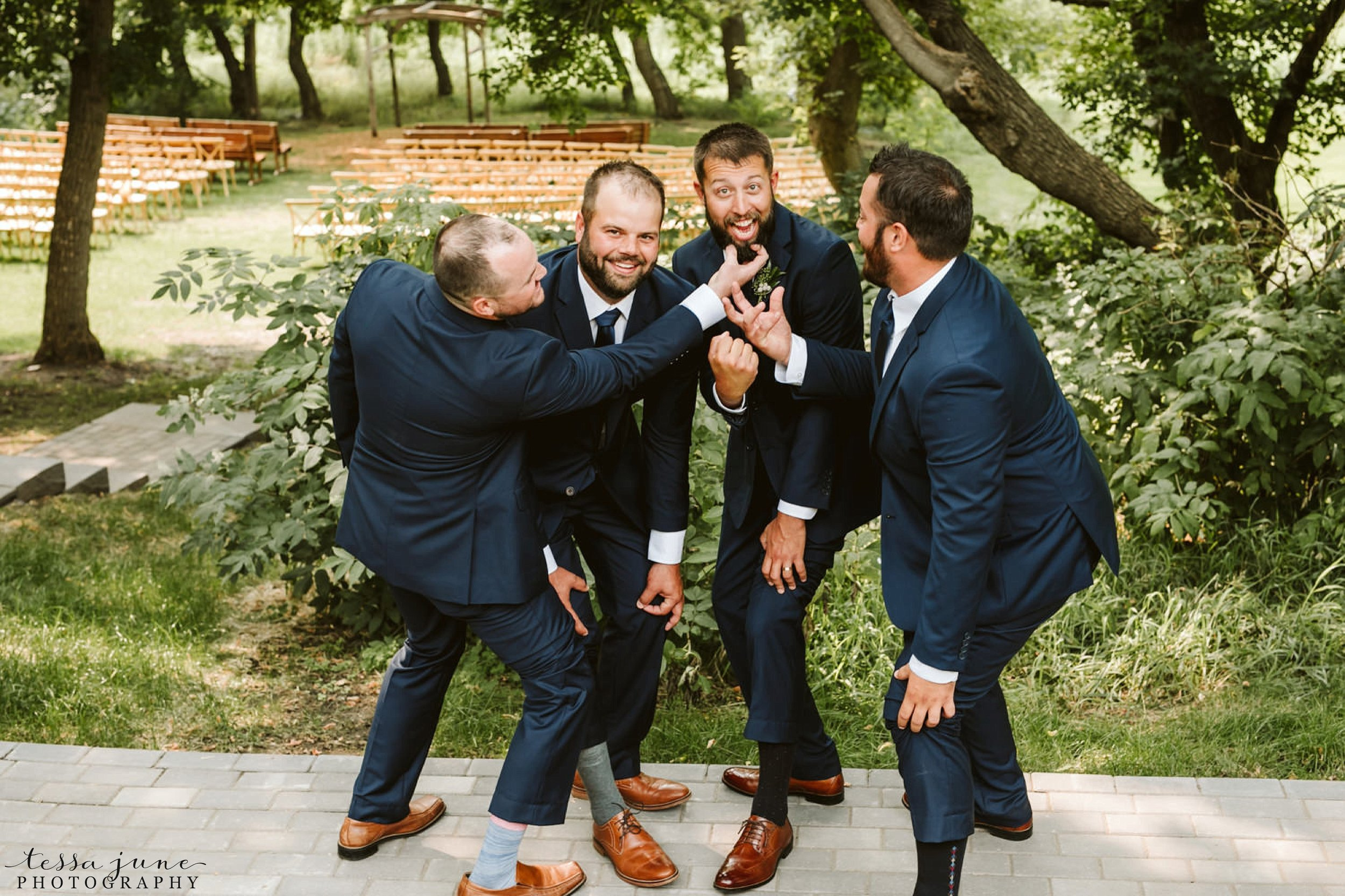 gathered-oaks-barn-wedding-alexandria-minnesota-20.jpg