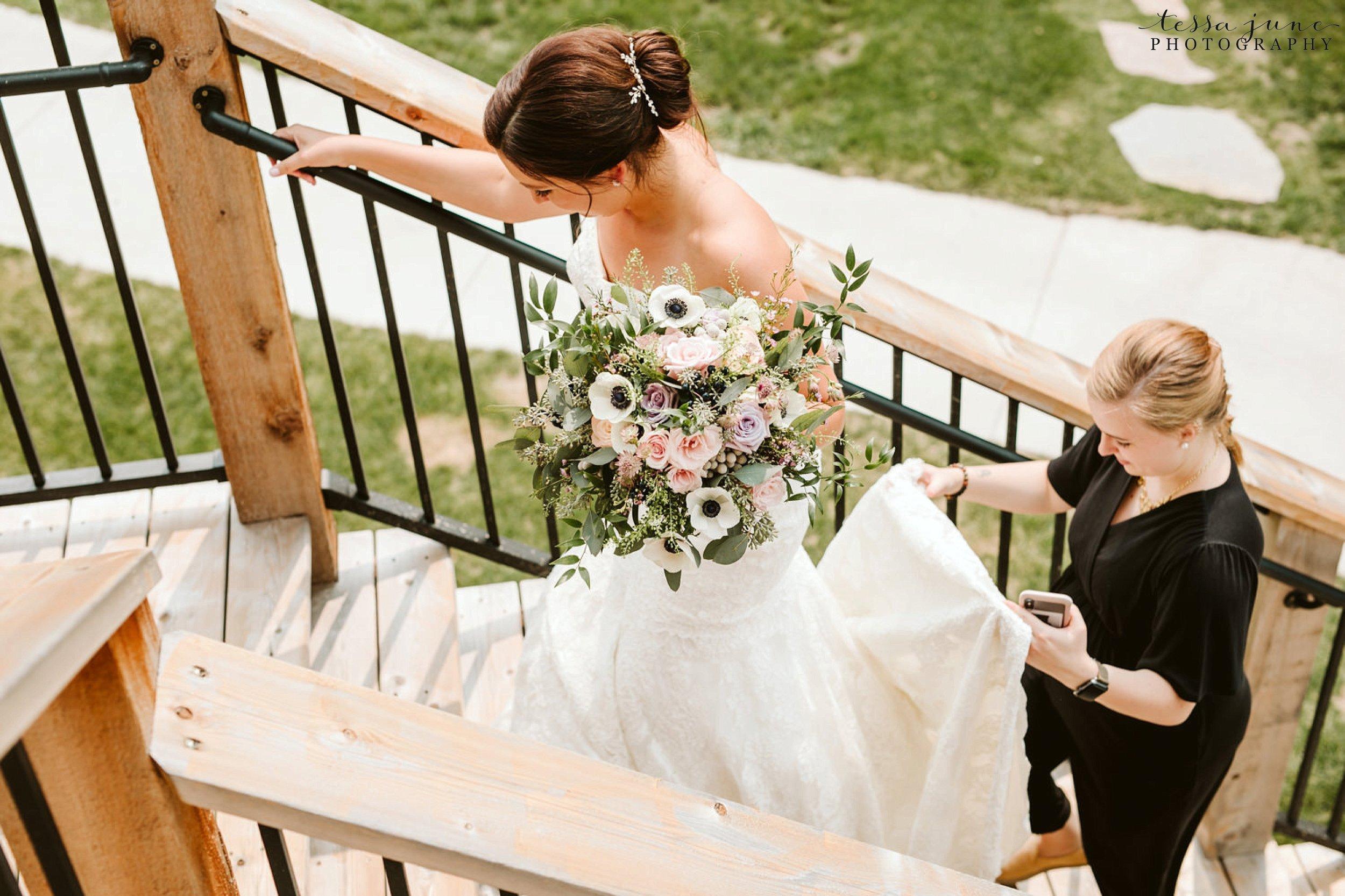 gathered-oaks-barn-wedding-alexandria-minnesota-21.jpg
