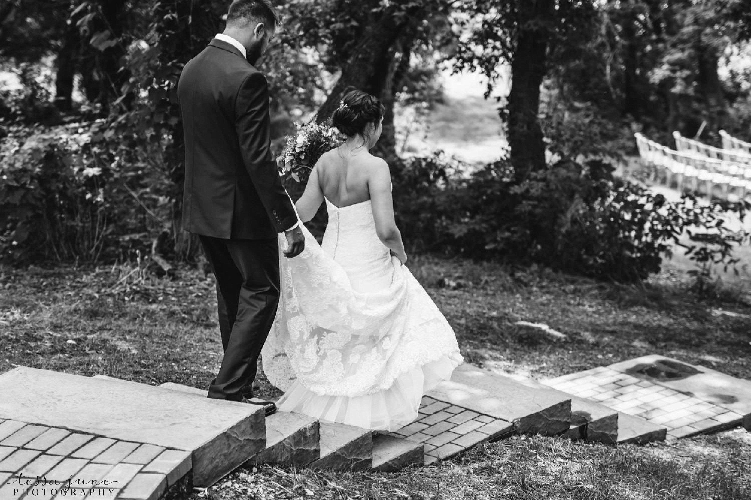 gathered-oaks-barn-wedding-alexandria-minnesota-47.jpg