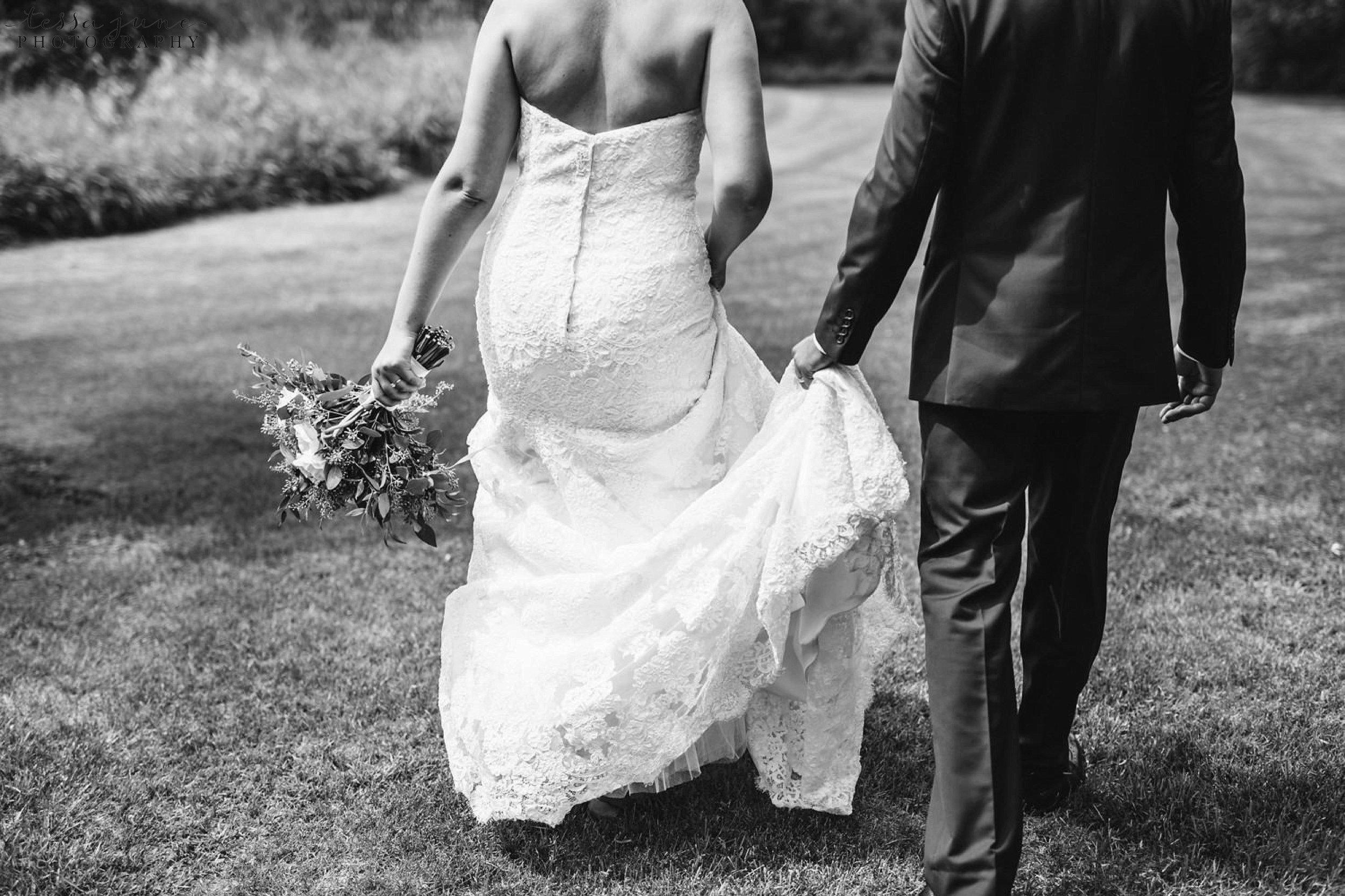 gathered-oaks-barn-wedding-alexandria-minnesota-48.jpg