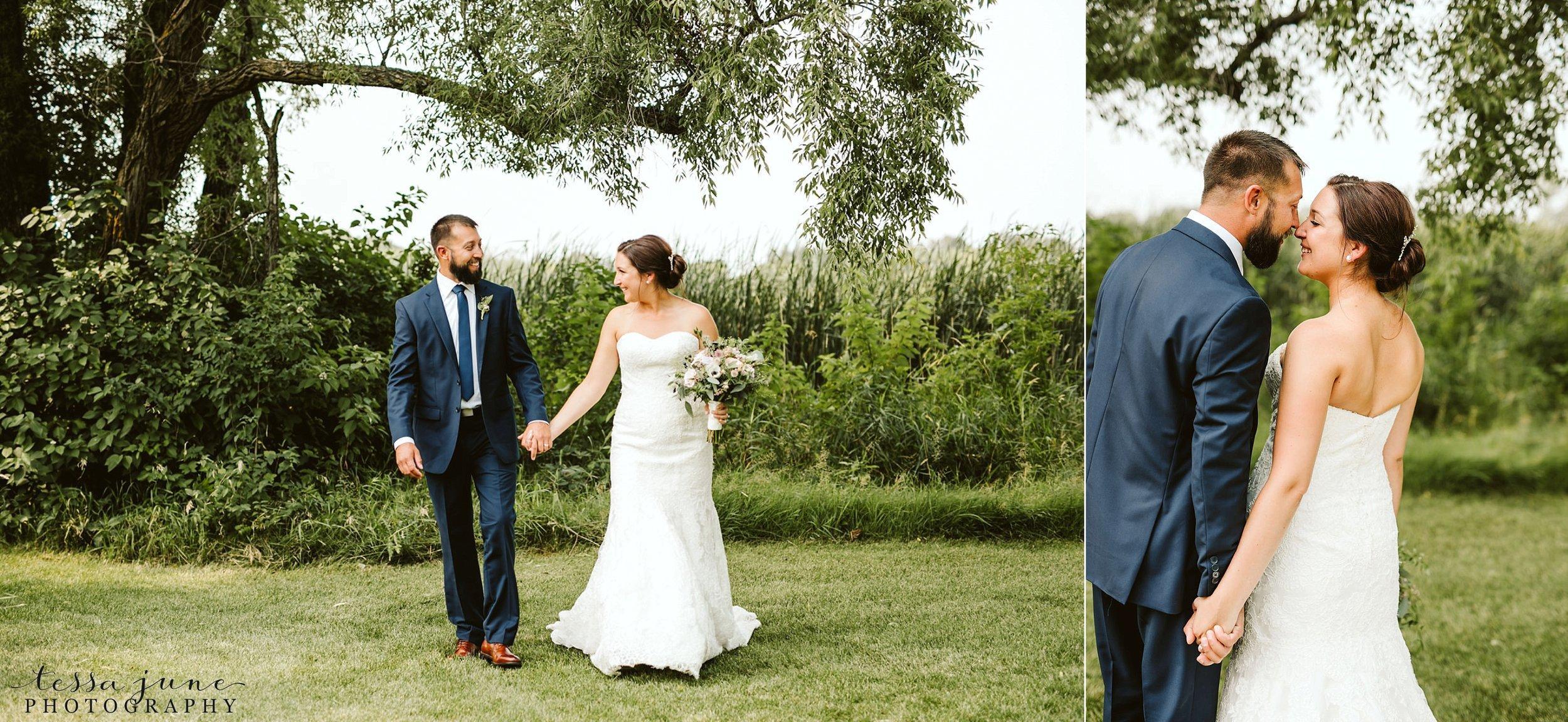 gathered-oaks-barn-wedding-alexandria-minnesota-52.jpg