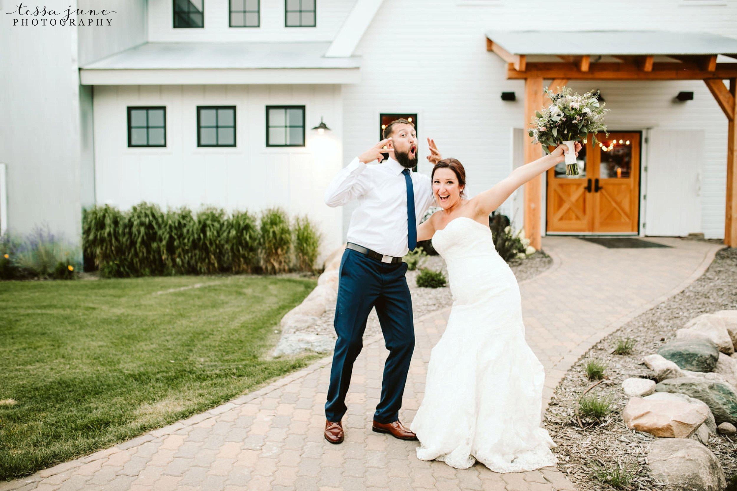 gathered-oaks-barn-wedding-alexandria-minnesota-57.jpg
