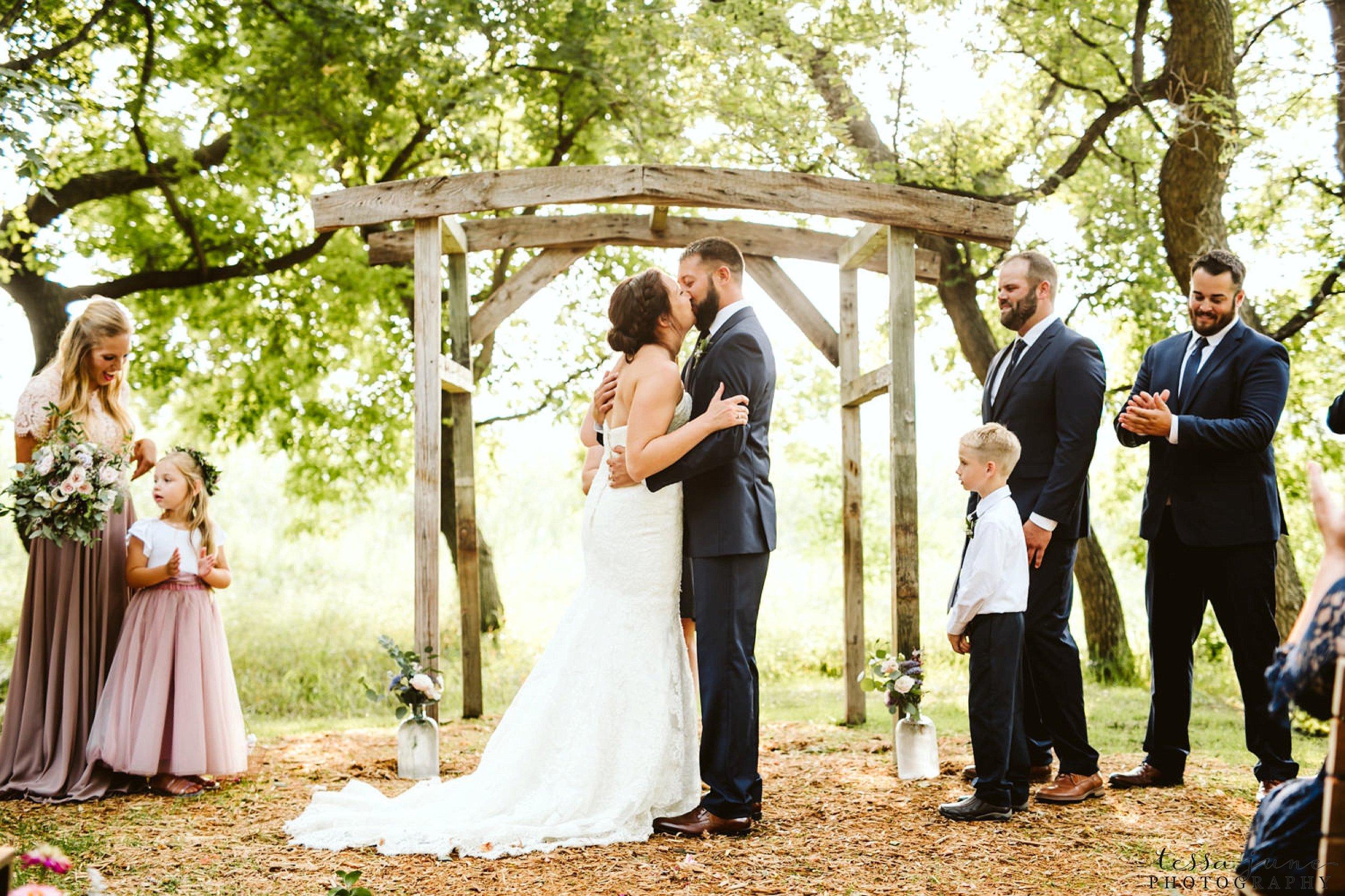 gathered-oaks-barn-wedding-alexandria-minnesota-73.jpg