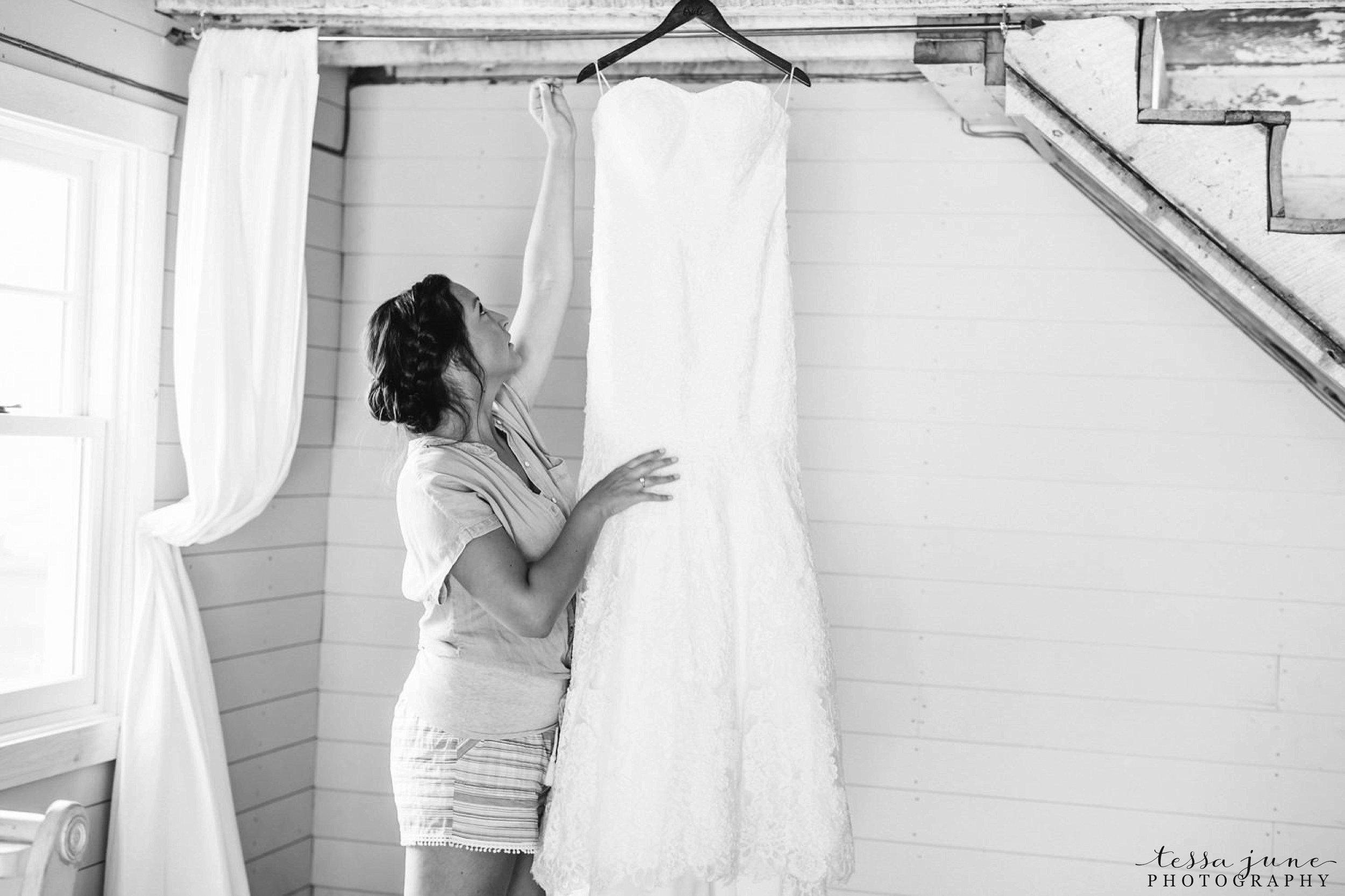gathered-oaks-barn-wedding-alexandria-minnesota-102.jpg