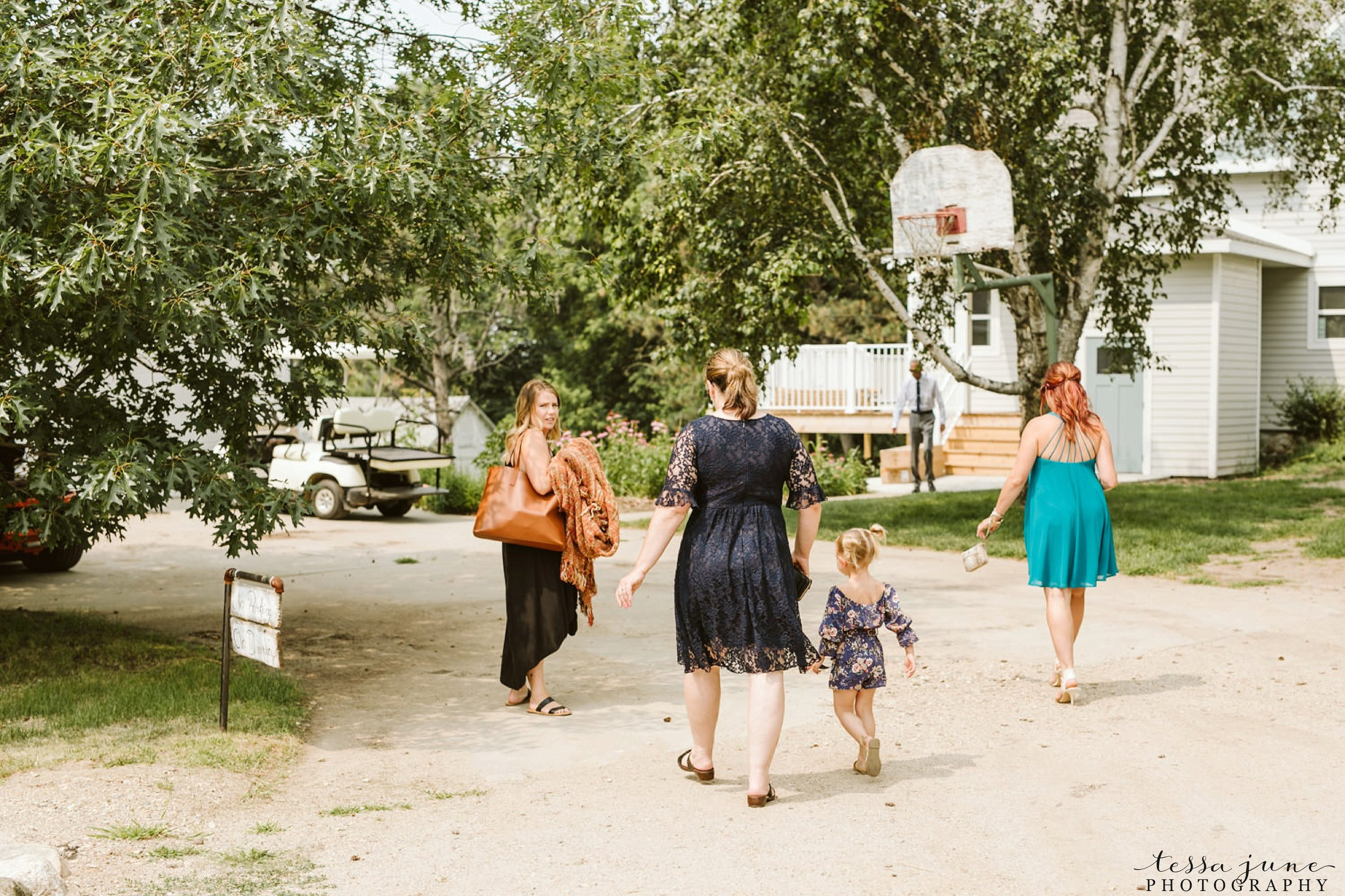 gathered-oaks-barn-wedding-alexandria-minnesota-119.jpg