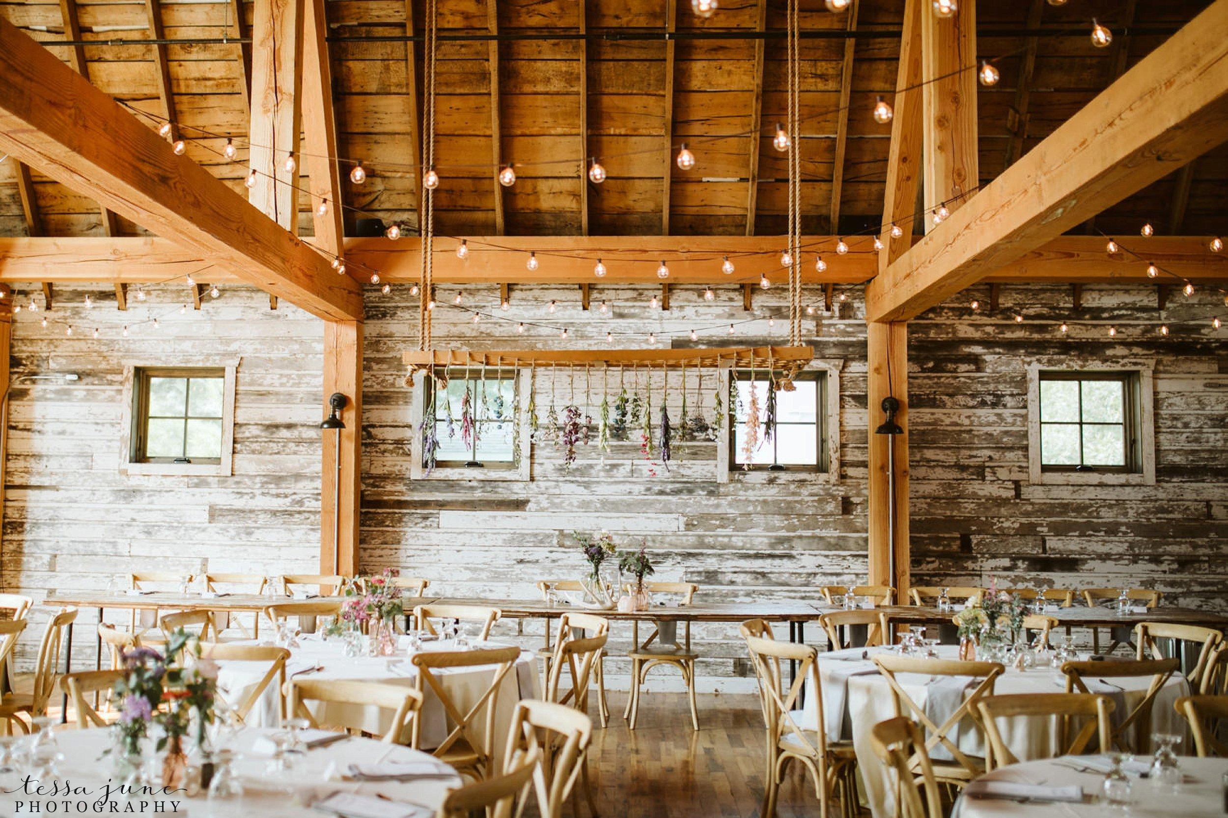 gathered-oaks-barn-wedding-alexandria-minnesota-126.jpg
