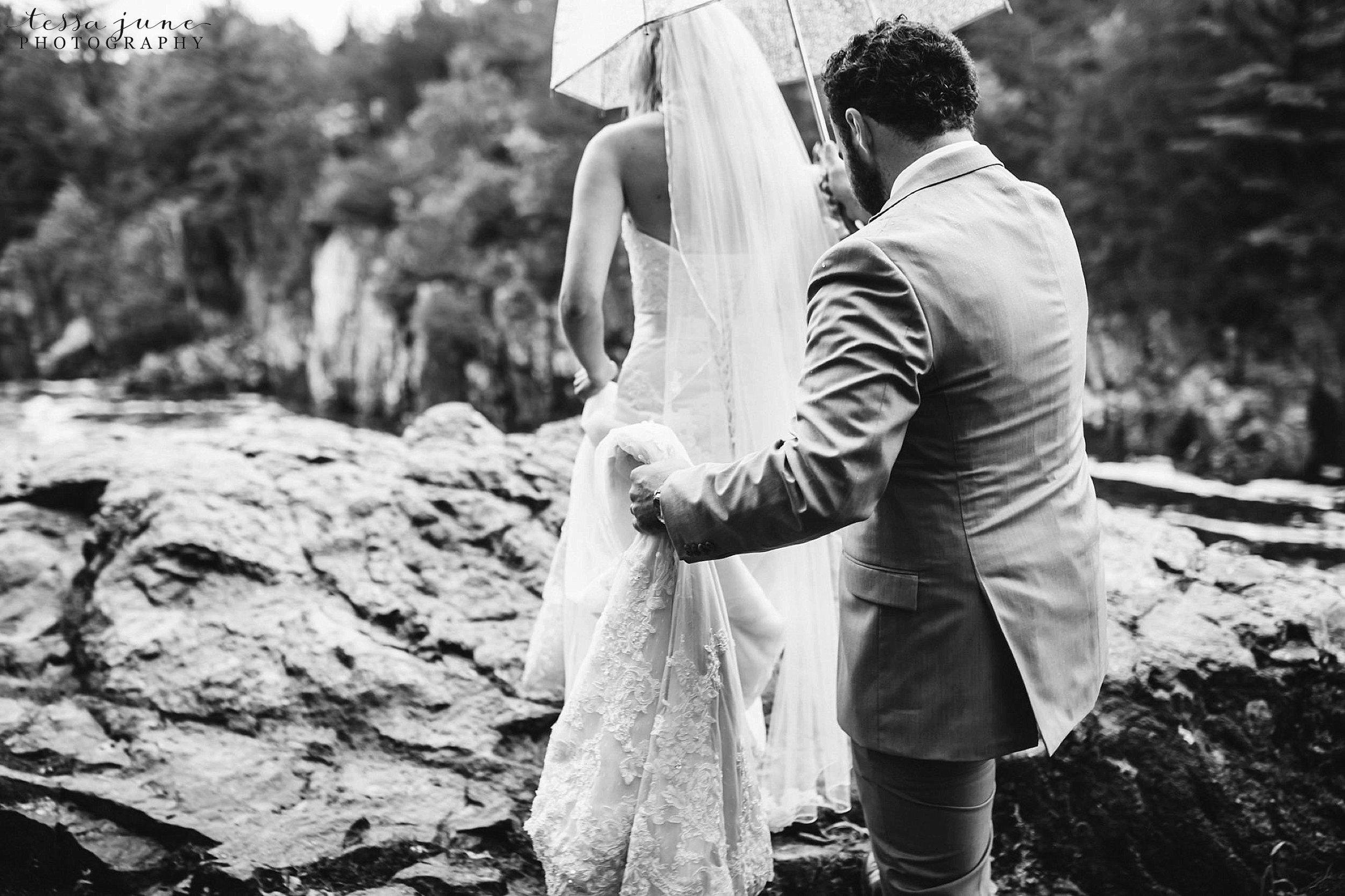 taylors-falls-rainy-elopement-wedding-interstate-state-park-7.jpg