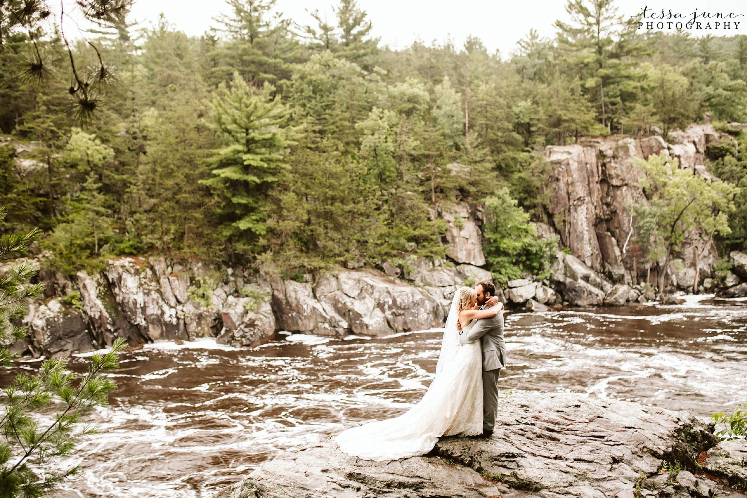 taylors-falls-rainy-elopement-wedding-interstate-state-park-10.jpg
