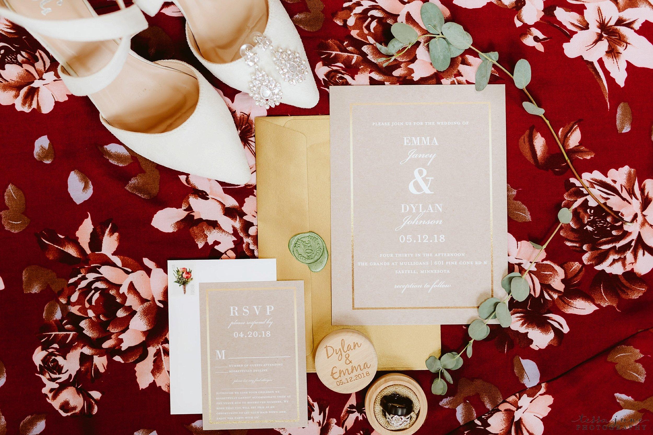 The-grands-at-mulligans-wedding-sartell-minnesota-spring-floral-spring-garden-wedding-27.jpg