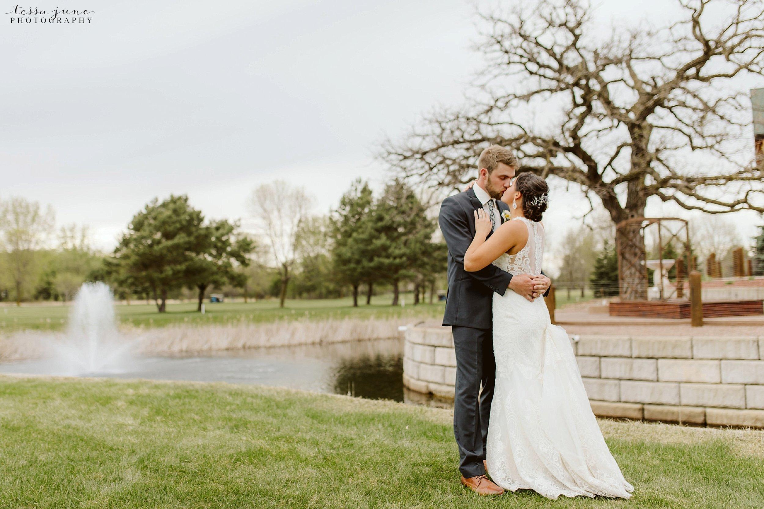 The-grands-at-mulligans-wedding-sartell-minnesota-spring-floral-spring-garden-wedding-136.jpg