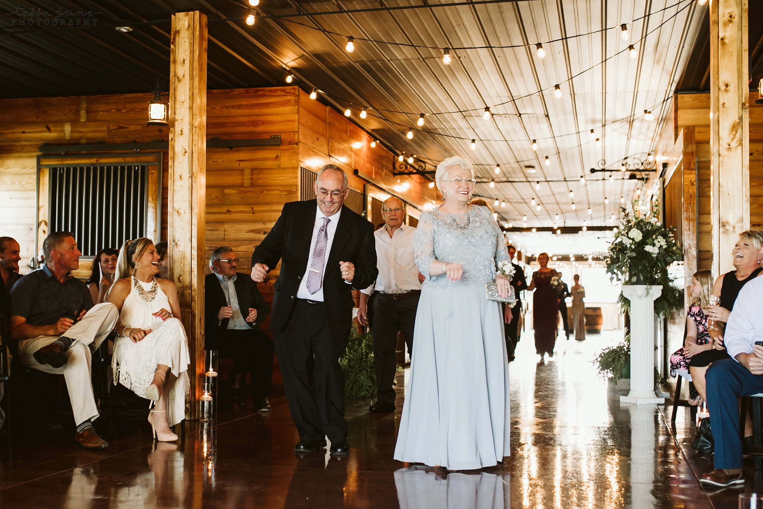 carlos-creek-winery-wedding-alexandria-minnesota-glam-elegant-floral-92.jpg
